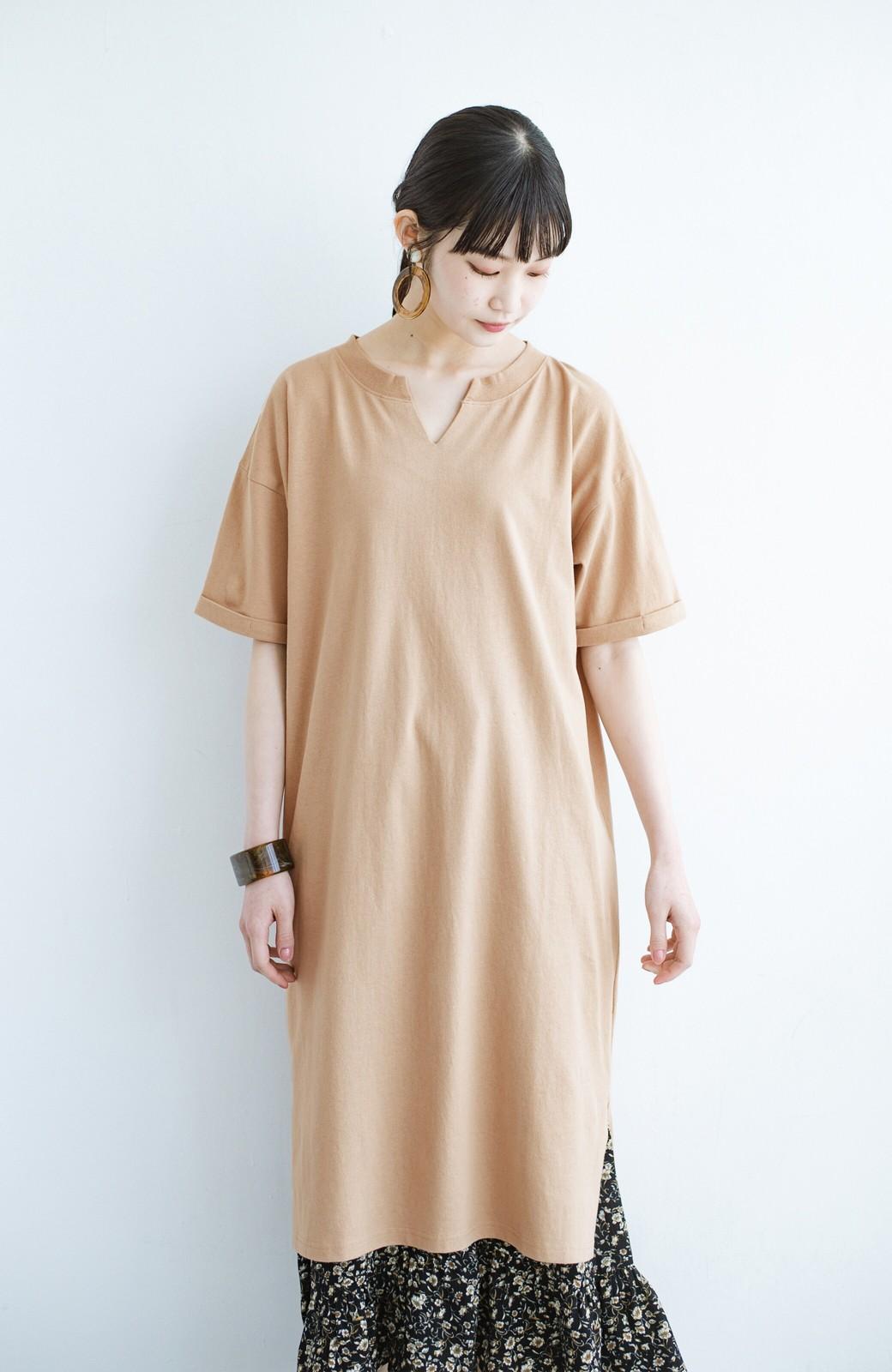 haco! キーネックがさり気なく女っぽい 重ね着にも便利なビッグTシャツワンピース <ベージュ>の商品写真13