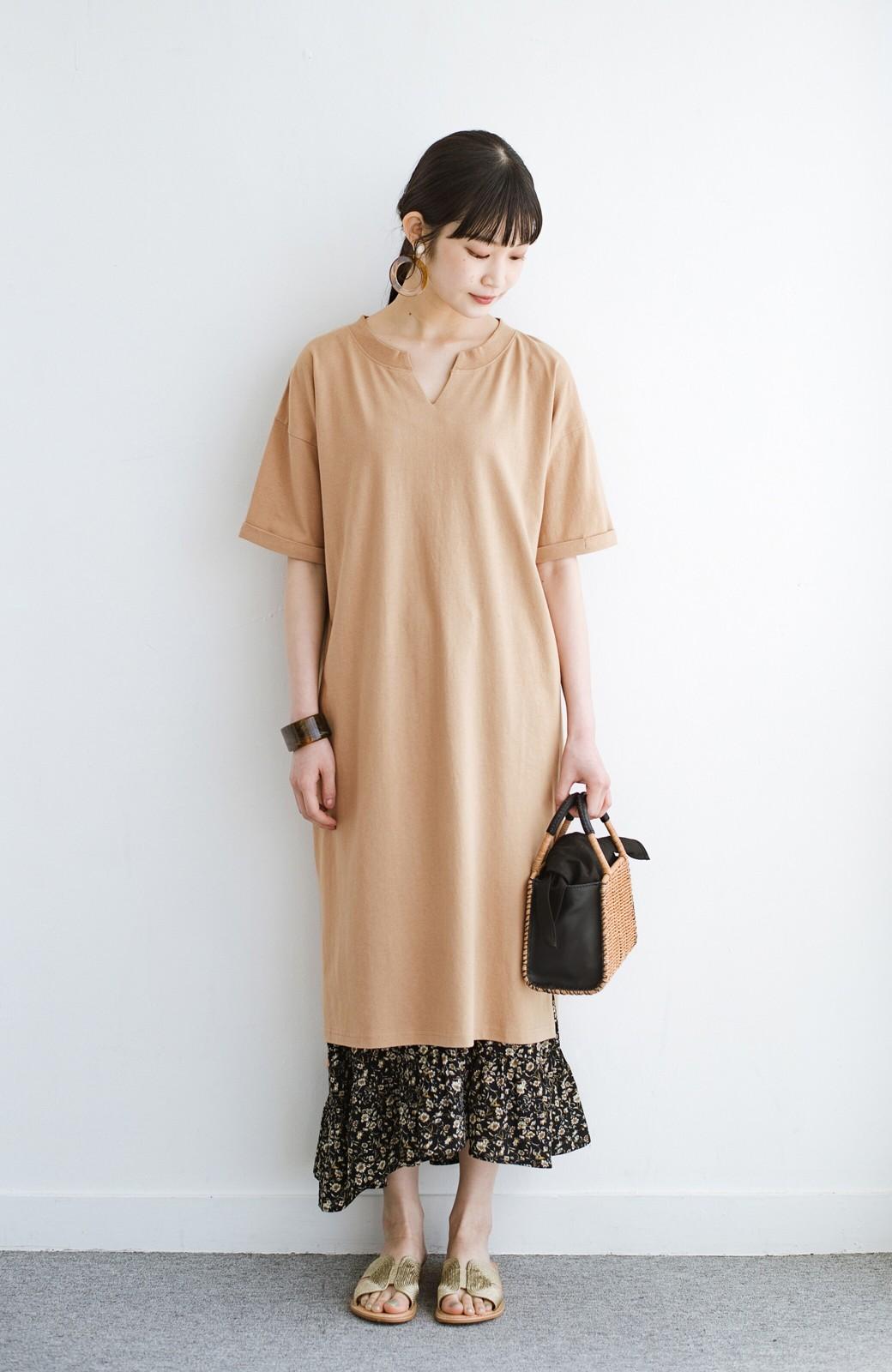 haco! キーネックがさり気なく女っぽい 重ね着にも便利なビッグTシャツワンピース <ベージュ>の商品写真3