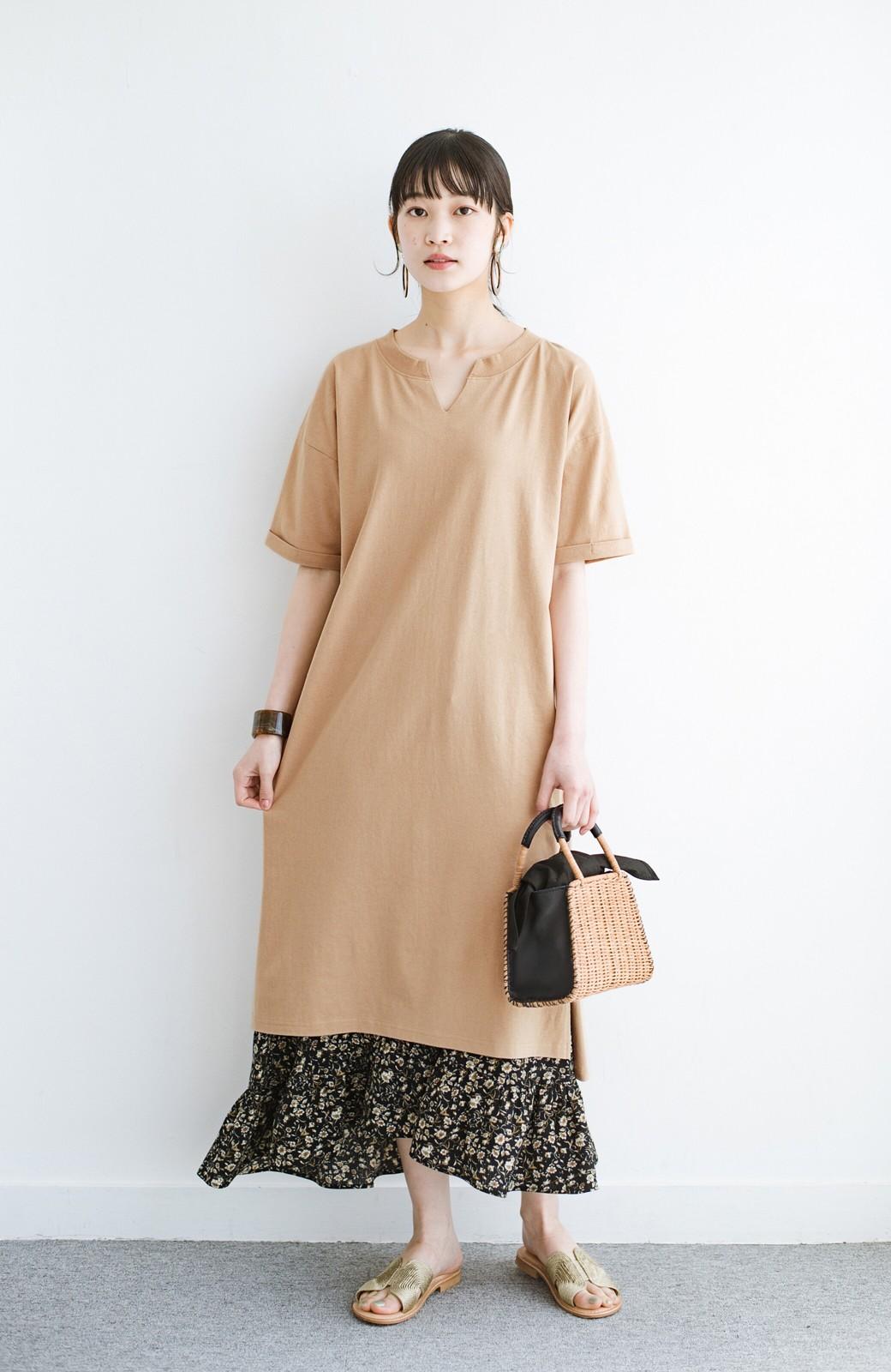 haco! キーネックがさり気なく女っぽい 重ね着にも便利なビッグTシャツワンピース <ベージュ>の商品写真1
