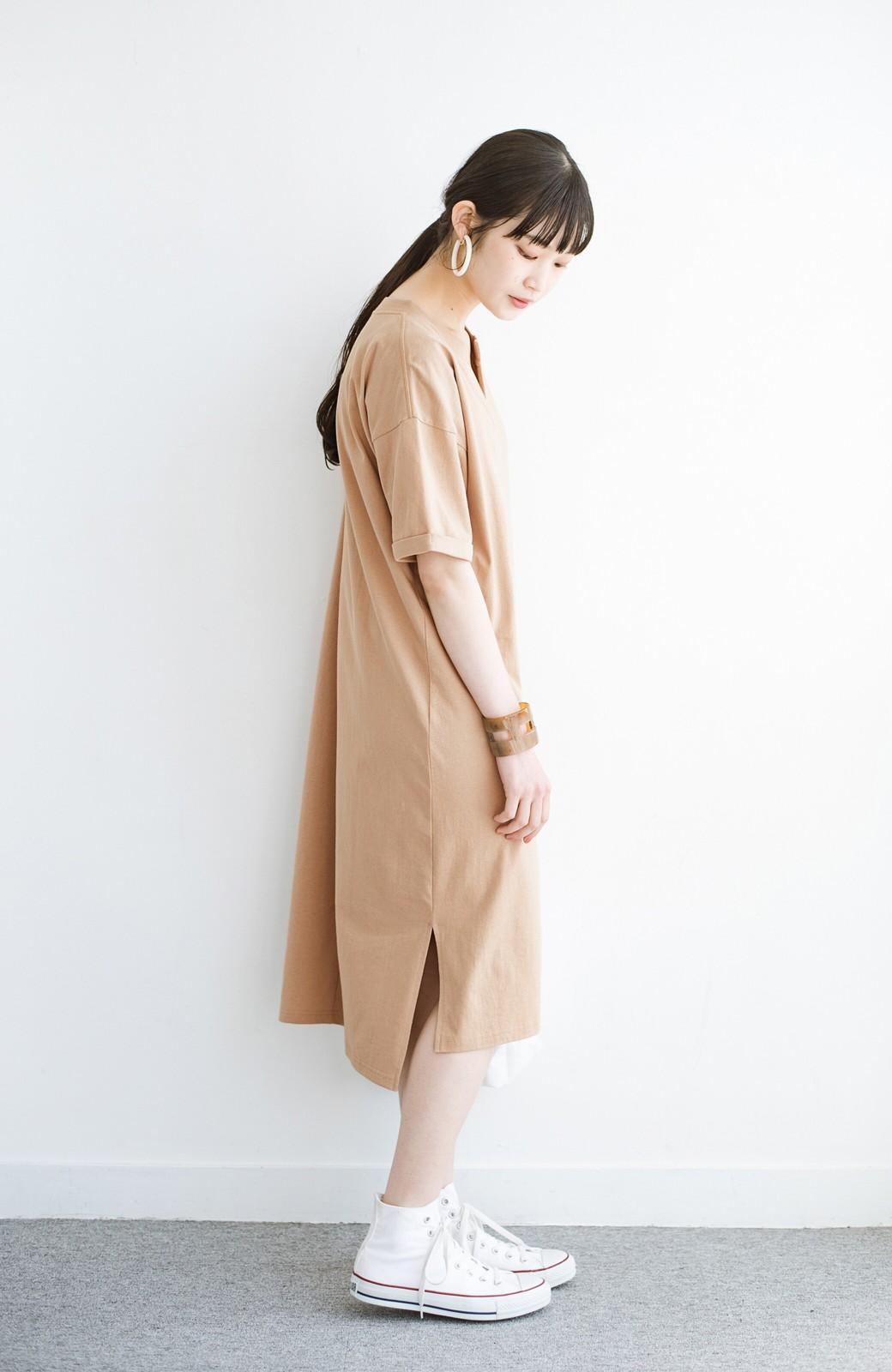 haco! キーネックがさり気なく女っぽい 重ね着にも便利なビッグTシャツワンピース <ベージュ>の商品写真9