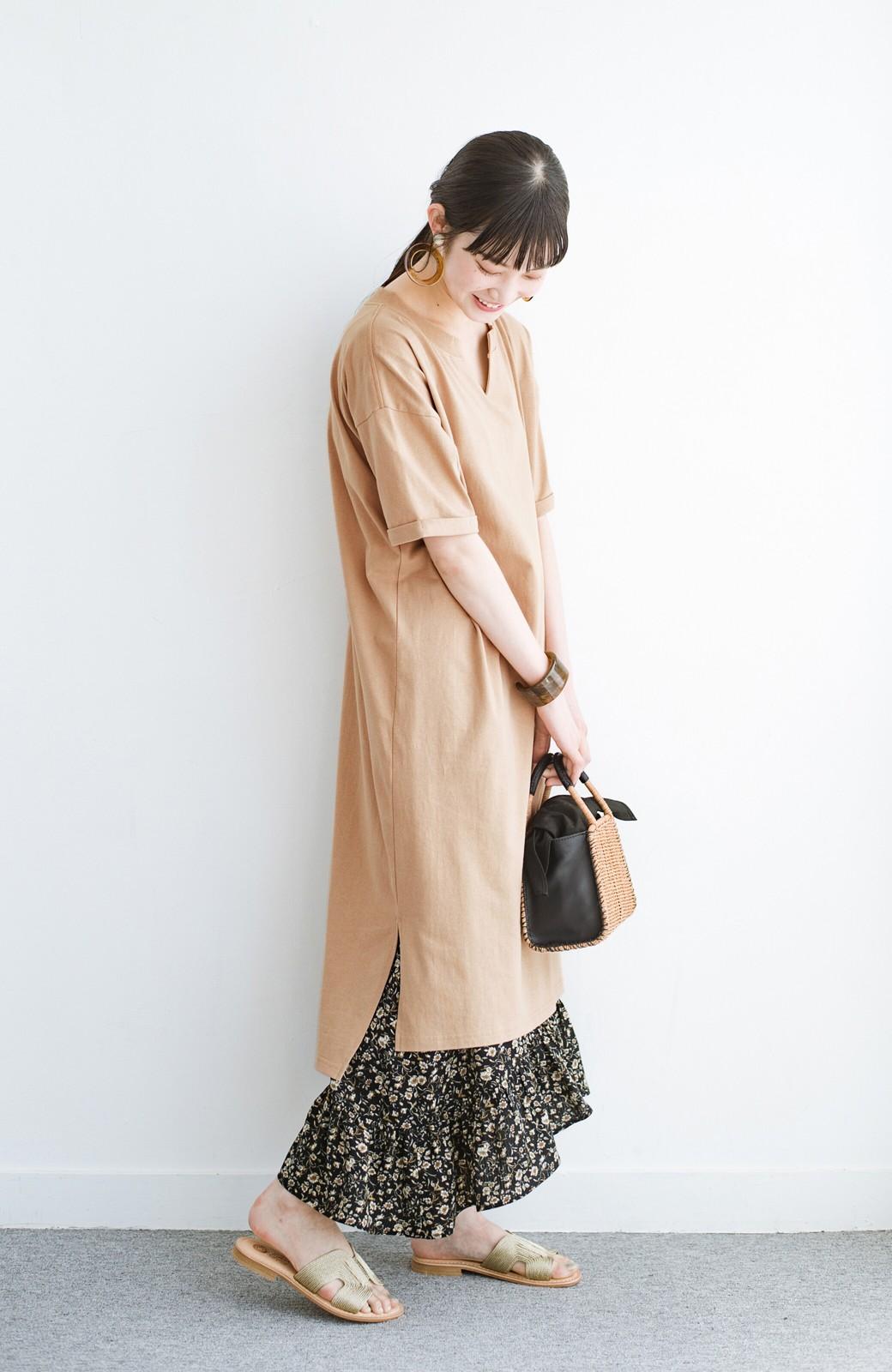 haco! キーネックがさり気なく女っぽい 重ね着にも便利なビッグTシャツワンピース <ベージュ>の商品写真11