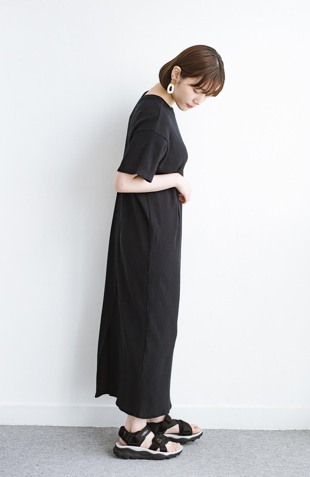 haco! パッと着るだけで楽ちんかわいいランダムテレコのTシャツワンピース <ブラック>の商品写真12
