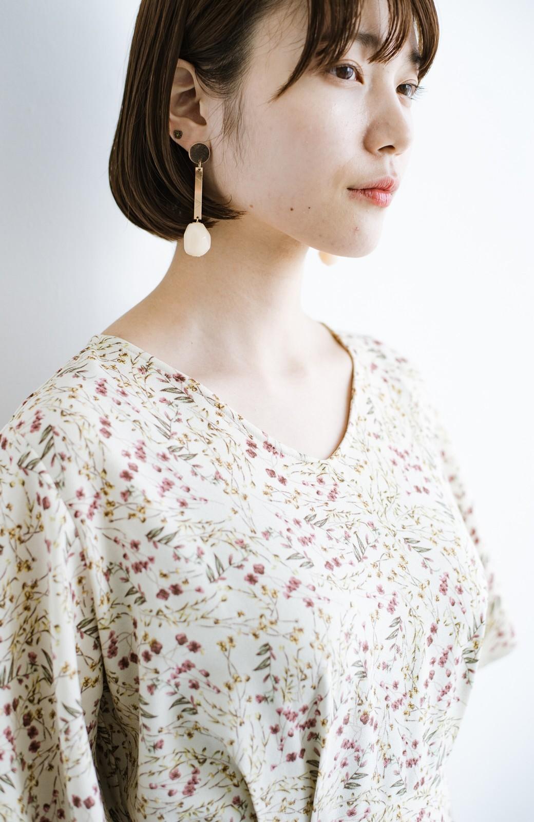haco! 楽ちんなのにスタイルアップを叶えてくれる フレアー袖がひらりかわいい柄ワンピース <ベージュ>の商品写真7