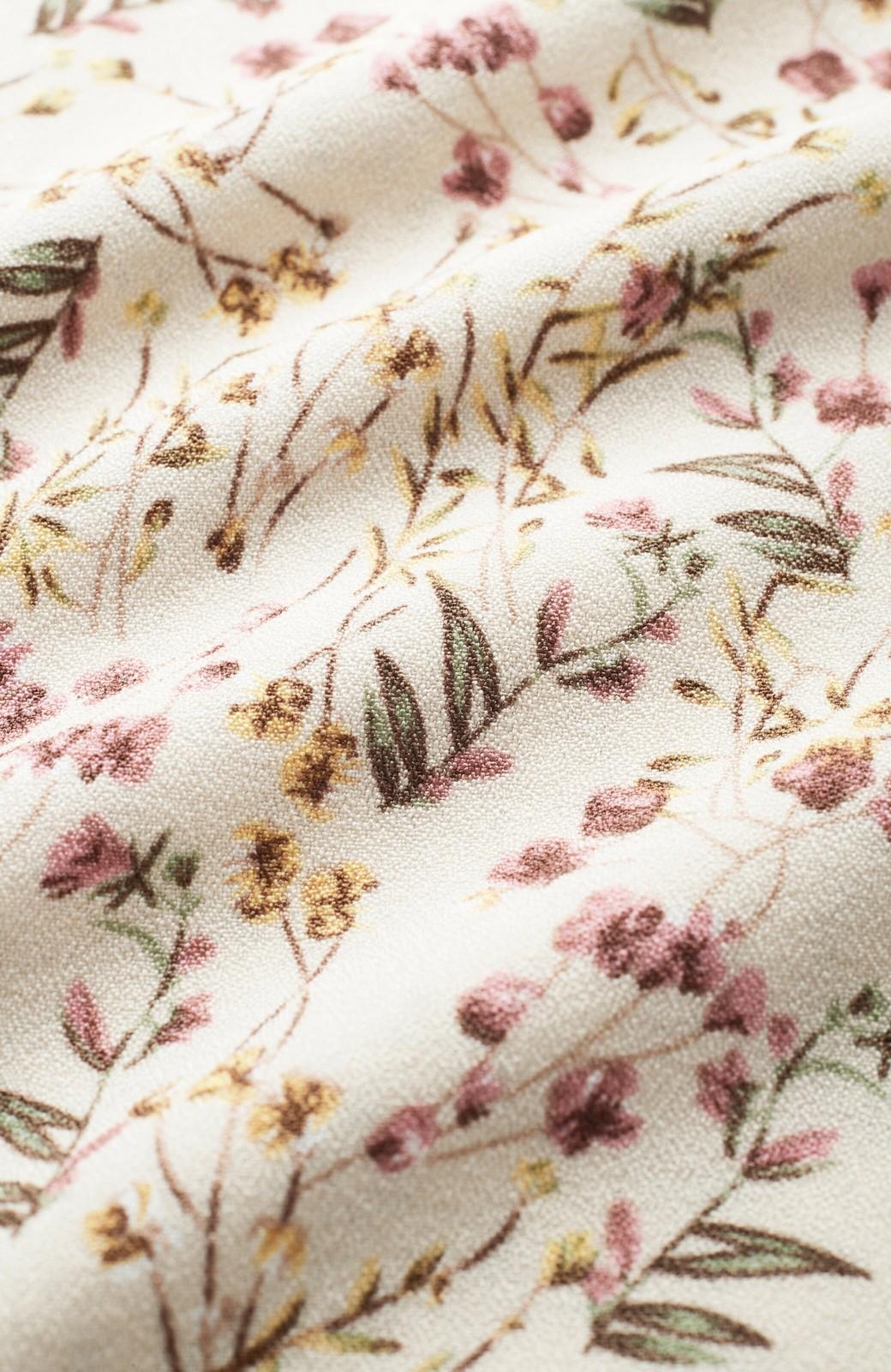 haco! 楽ちんなのにスタイルアップを叶えてくれる フレアー袖がひらりかわいい柄ワンピース <ベージュ>の商品写真2