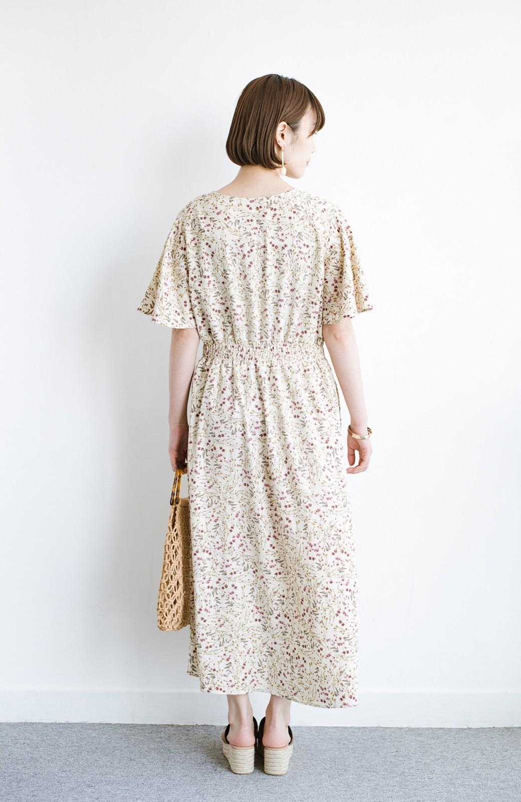haco! 楽ちんなのにスタイルアップを叶えてくれる フレアー袖がひらりかわいい柄ワンピース <ベージュ>の商品写真15