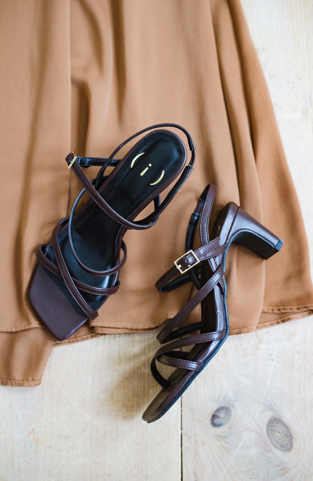 haco! 玄関でこれを履くだけでコーデが女っぽく&今っぽくまとまる 華奢な紐のヒールサンダル <ブラウン>の商品写真2