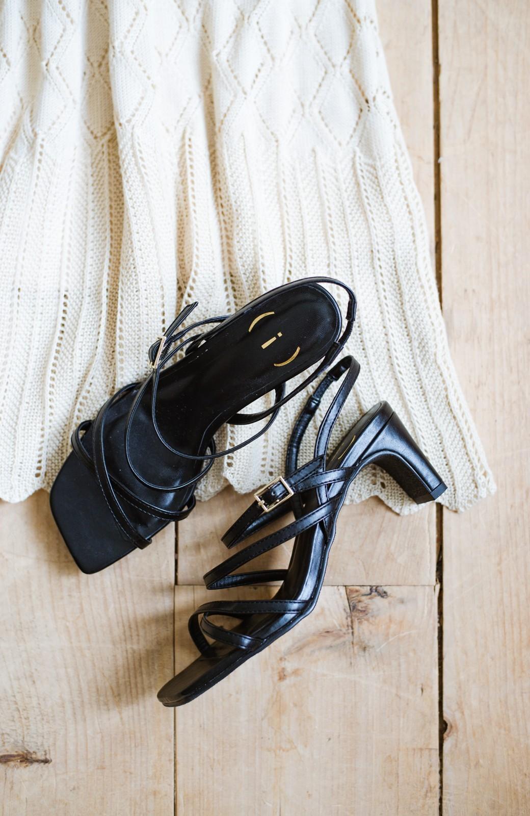 haco! 玄関でこれを履くだけでコーデが女っぽく&今っぽくまとまる 華奢な紐のヒールサンダル <ブラック>の商品写真1