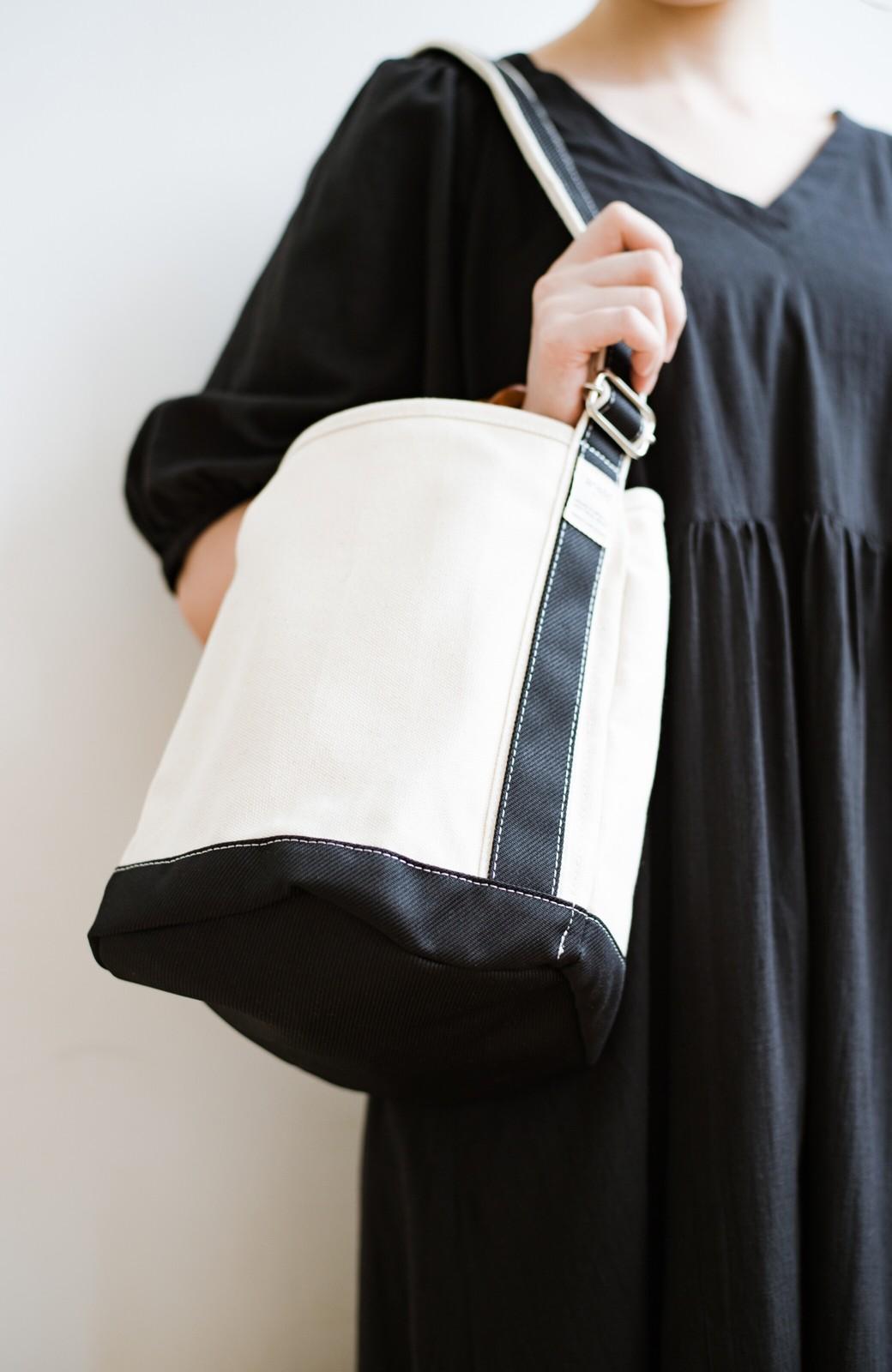 haco! anello®  バケツ型がユニークなミニトートバッグ <ブラック>の商品写真4