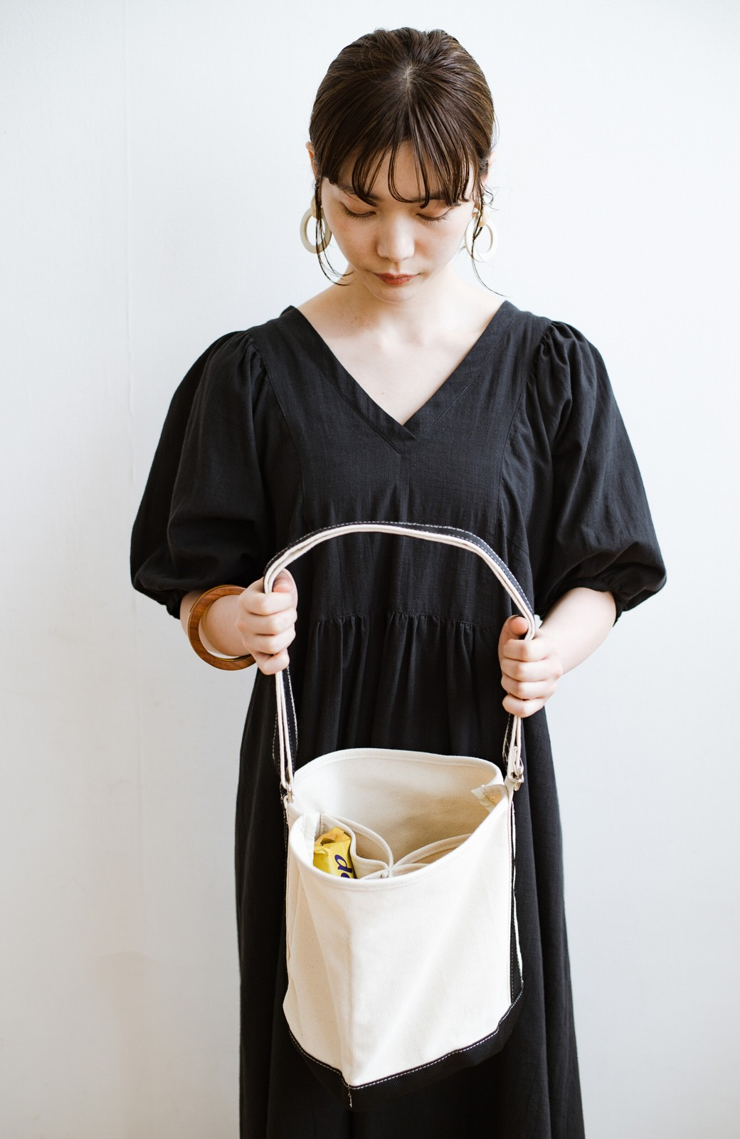 haco! anello®  バケツ型がユニークなミニトートバッグ <ブラック>の商品写真10