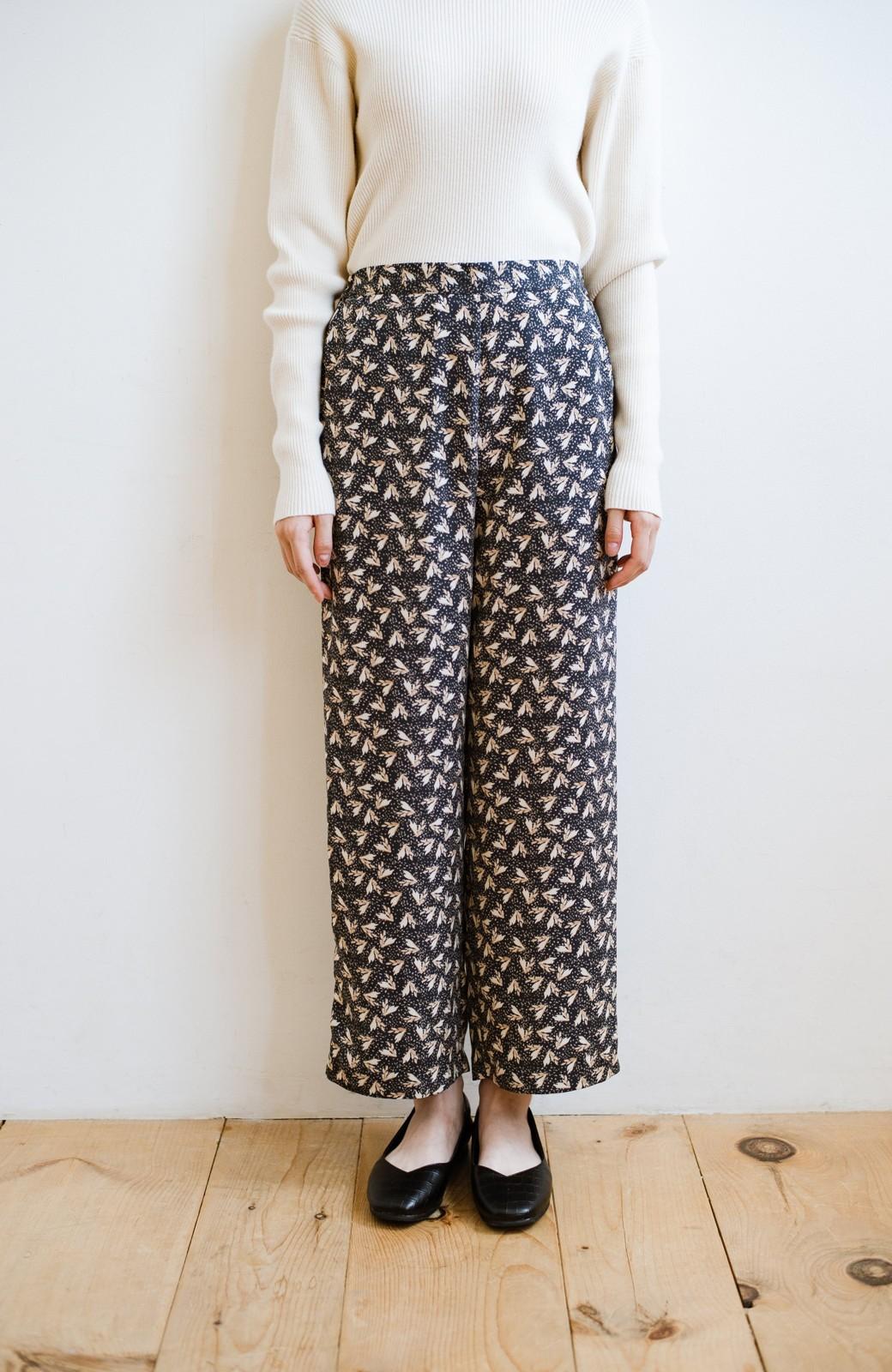 haco! 1枚でも重ね着でもパッと着映えする すっきりシルエットの大人の柄パンツ <ネイビー>の商品写真7