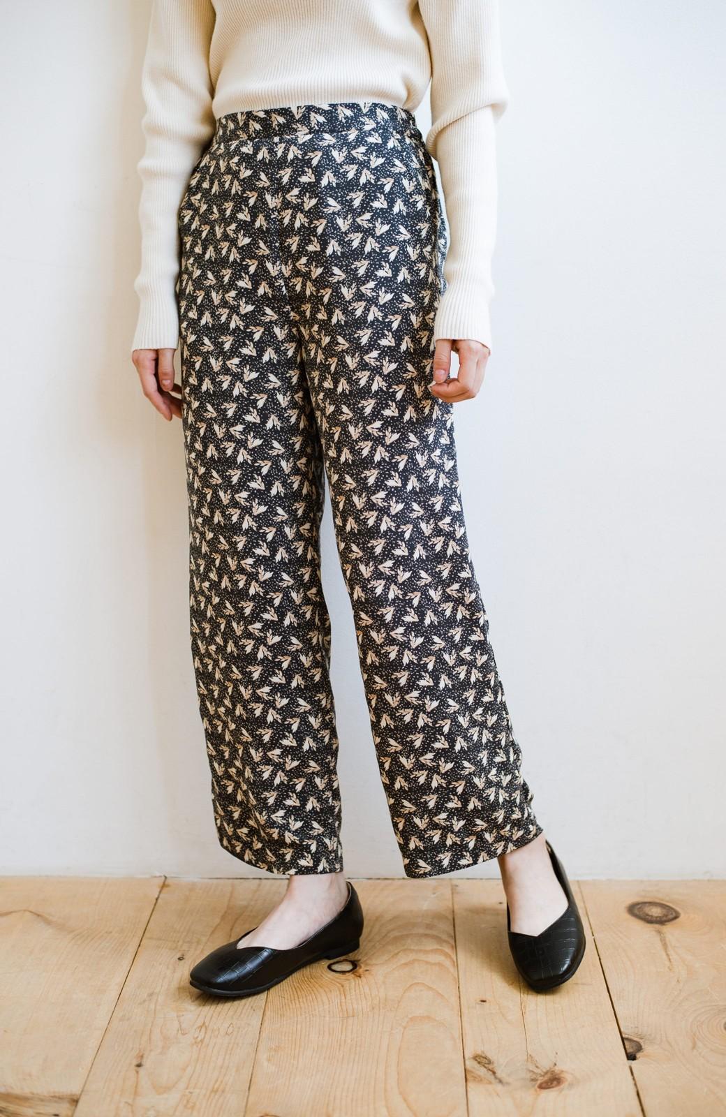 haco! 1枚でも重ね着でもパッと着映えする すっきりシルエットの大人の柄パンツ <ネイビー>の商品写真4