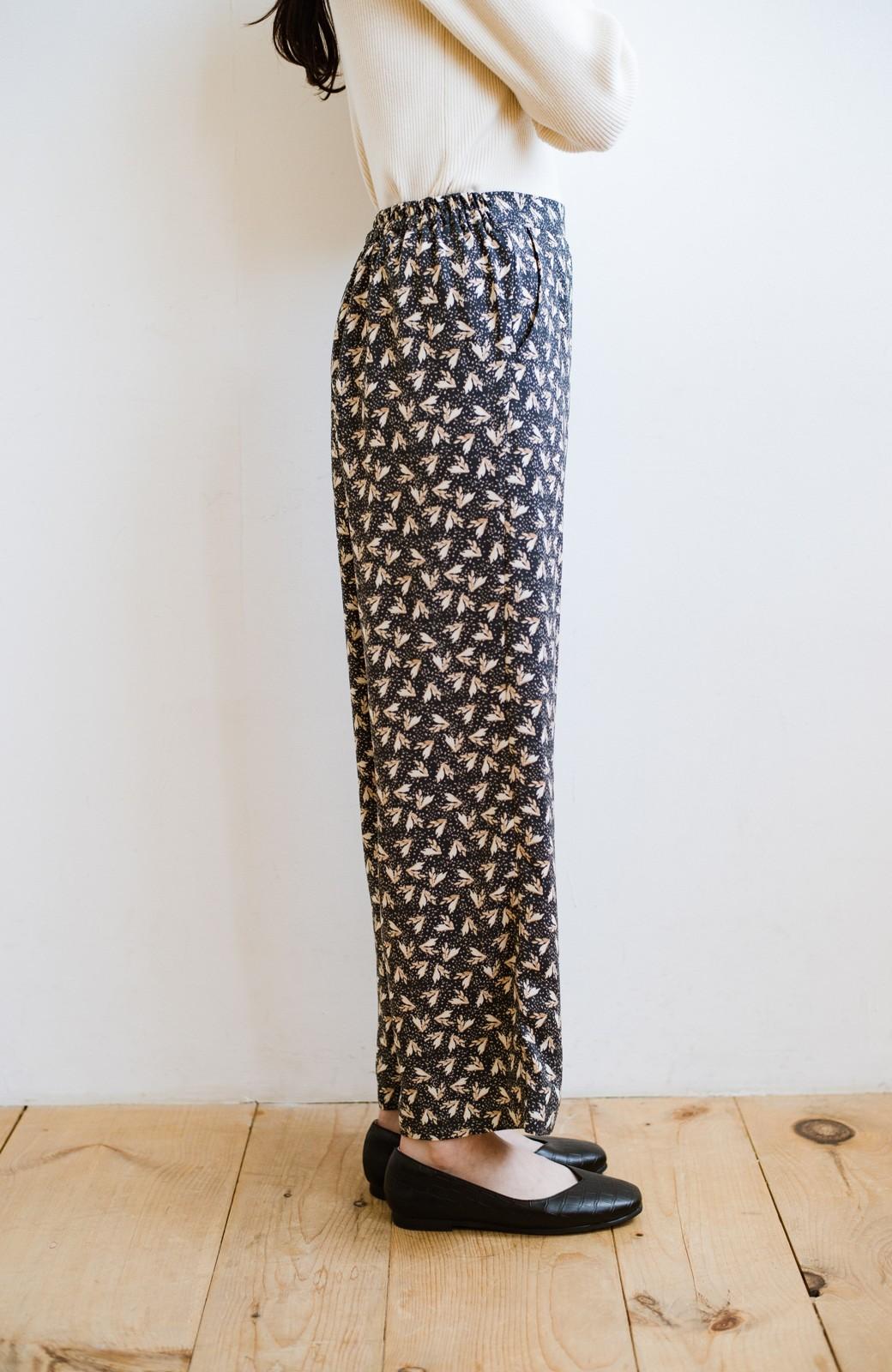 haco! 1枚でも重ね着でもパッと着映えする すっきりシルエットの大人の柄パンツ <ネイビー>の商品写真9