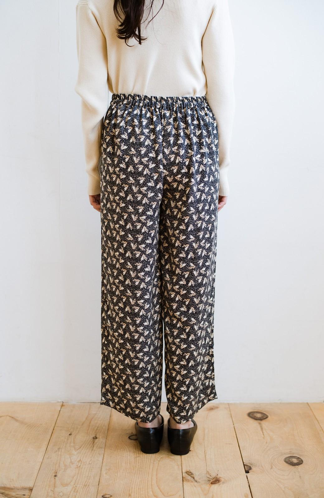 haco! 1枚でも重ね着でもパッと着映えする すっきりシルエットの大人の柄パンツ <ネイビー>の商品写真10