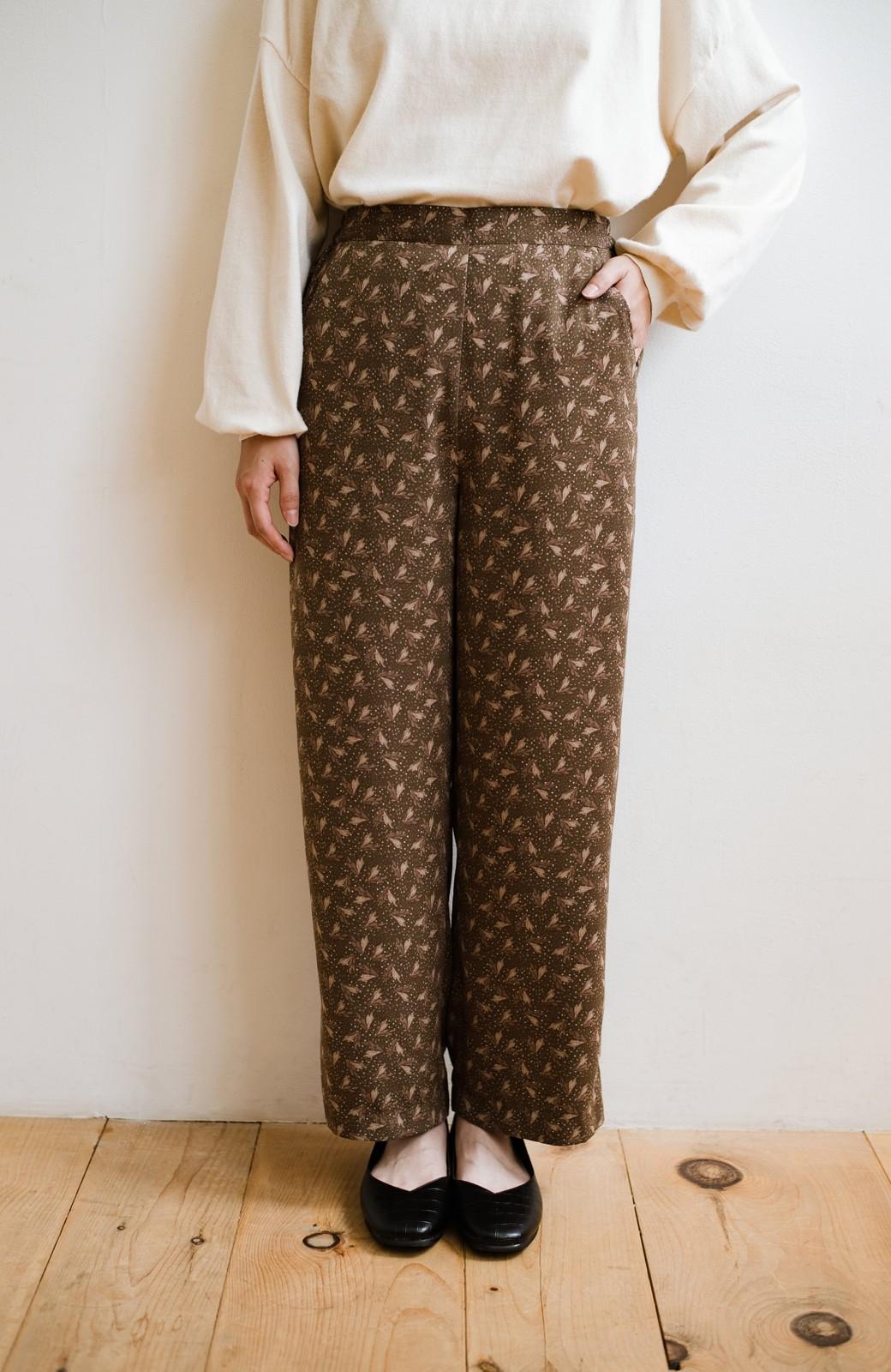 haco! 1枚でも重ね着でもパッと着映えする すっきりシルエットの大人の柄パンツ <ブラウン>の商品写真13
