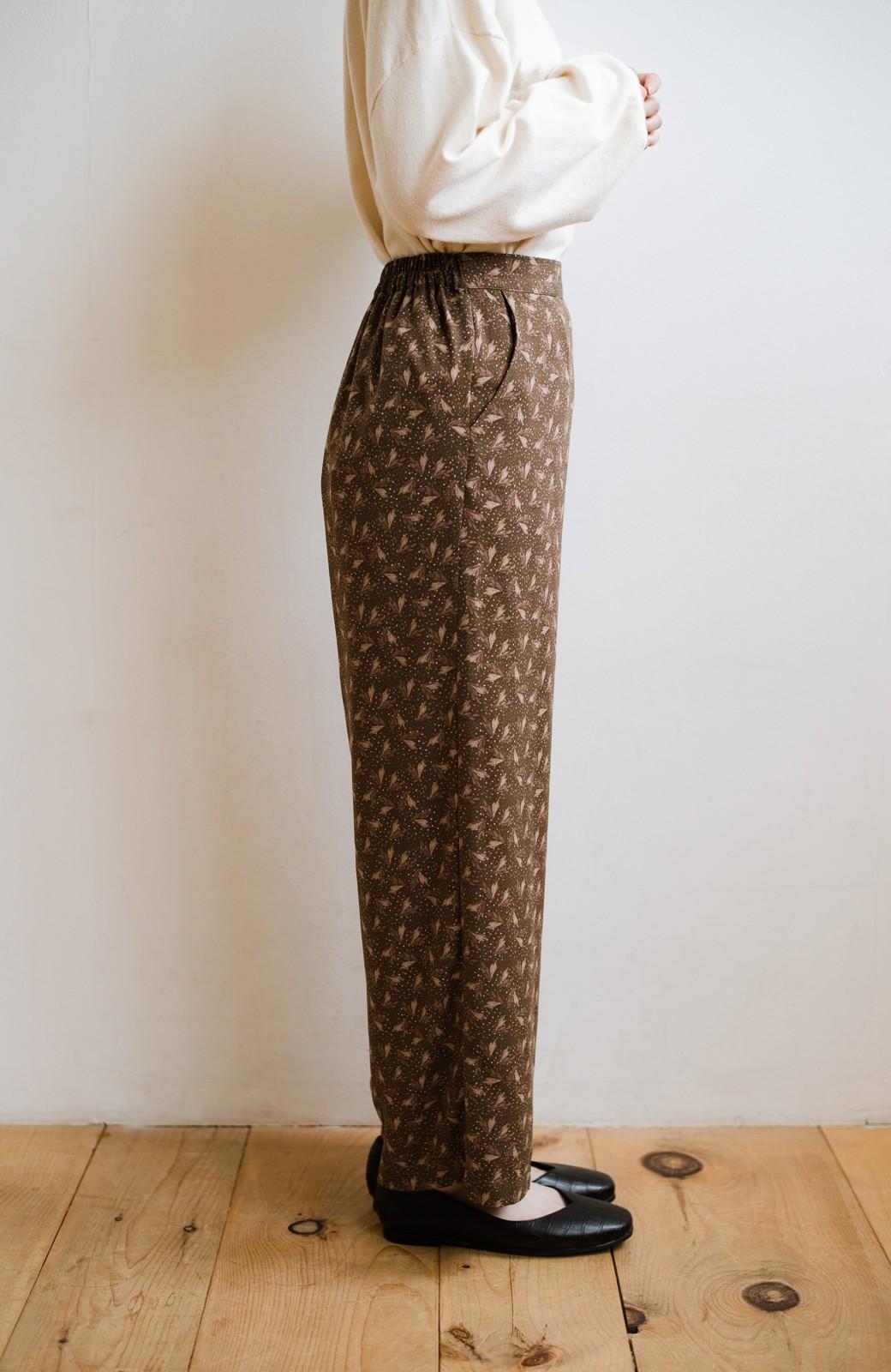 haco! 1枚でも重ね着でもパッと着映えする すっきりシルエットの大人の柄パンツ <ブラウン>の商品写真14