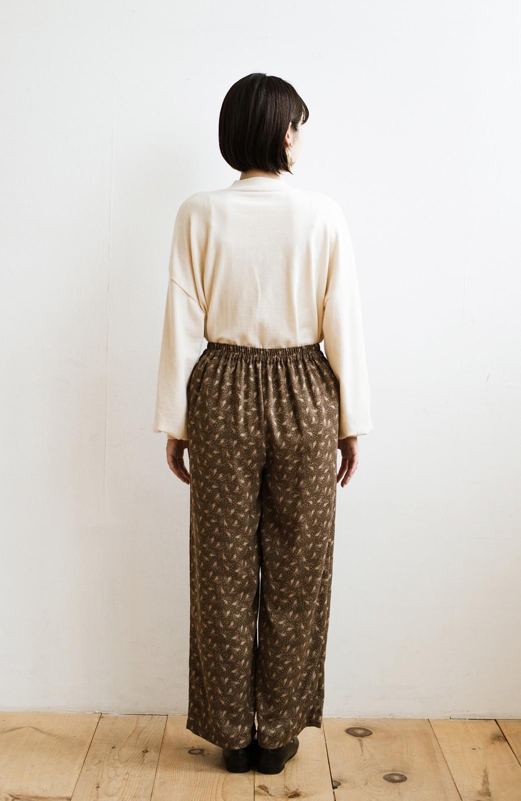 haco! 1枚でも重ね着でもパッと着映えする すっきりシルエットの大人の柄パンツ <ブラウン>の商品写真22
