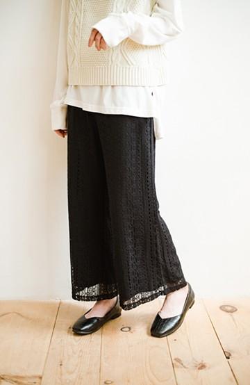 haco! パンツスタイルも女っぽく華やかにきまる 甘さ控えめ柄が着やすいフレアーレースパンツ <ブラック>の商品写真