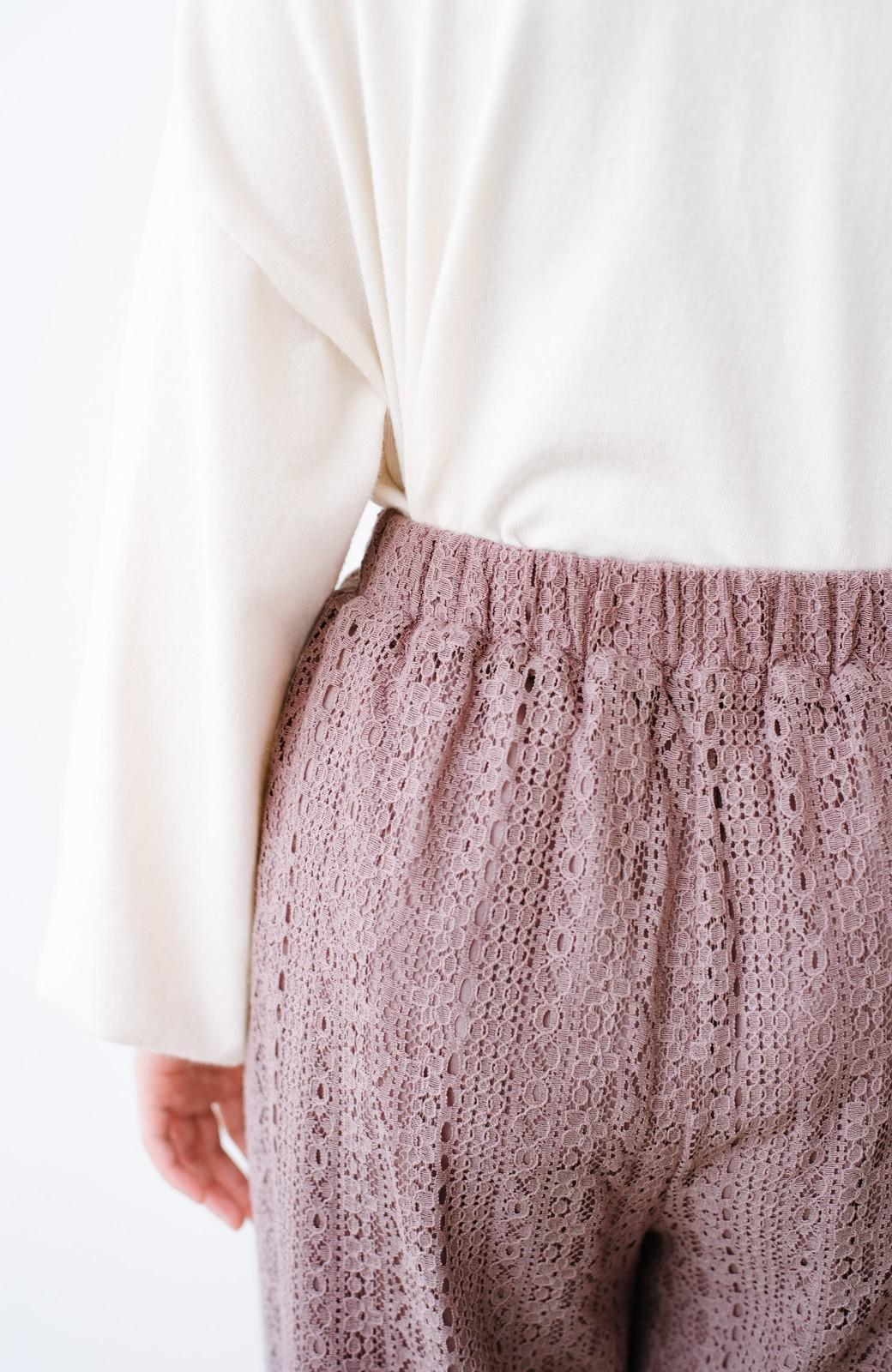 haco! パンツスタイルも女っぽく華やかにきまる 甘さ控えめ柄が着やすいフレアーレースパンツ <ピンク>の商品写真5