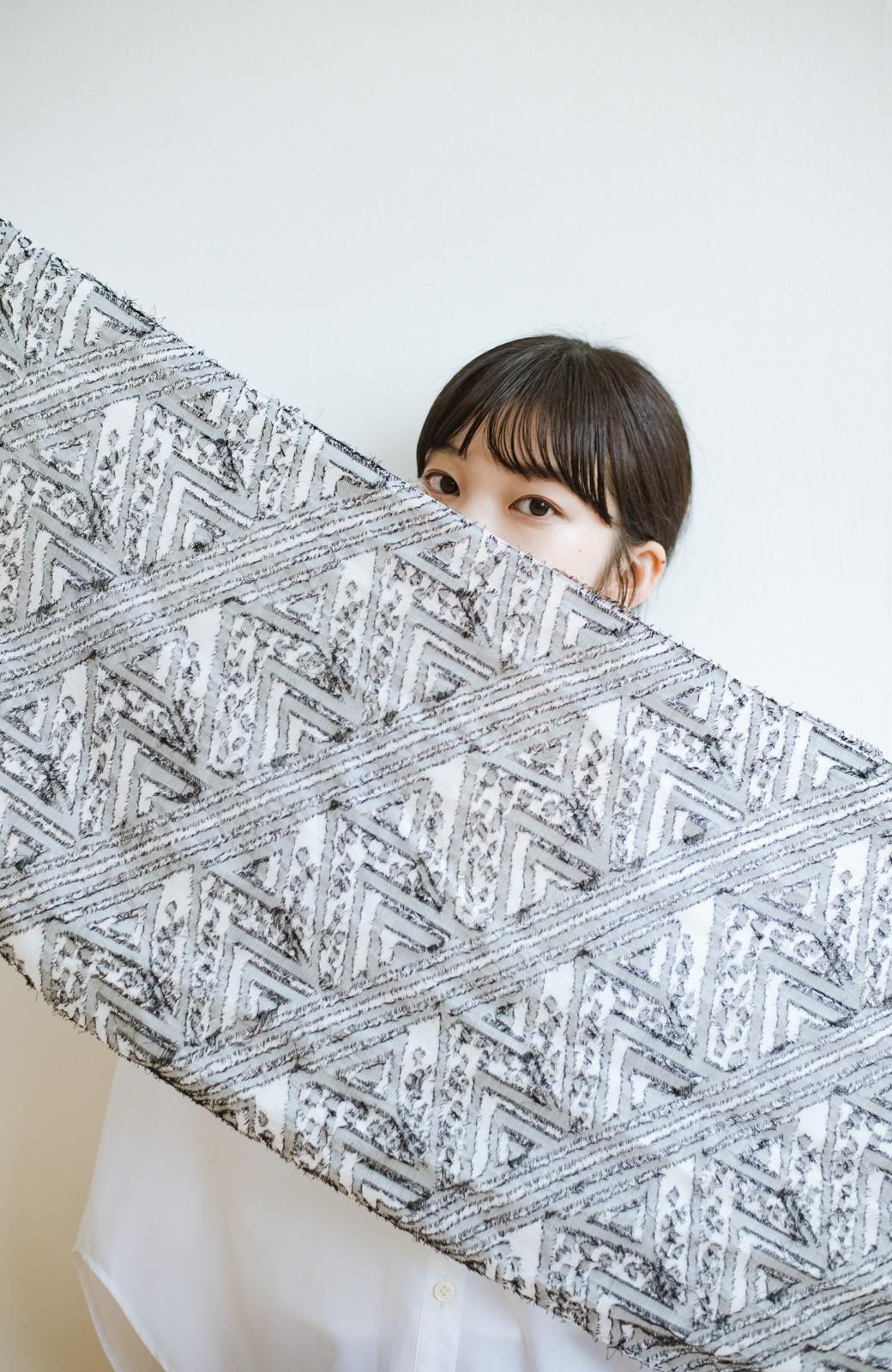haco! Qualia 幾何学模様のカットジャガードストール <ブラック>の商品写真10