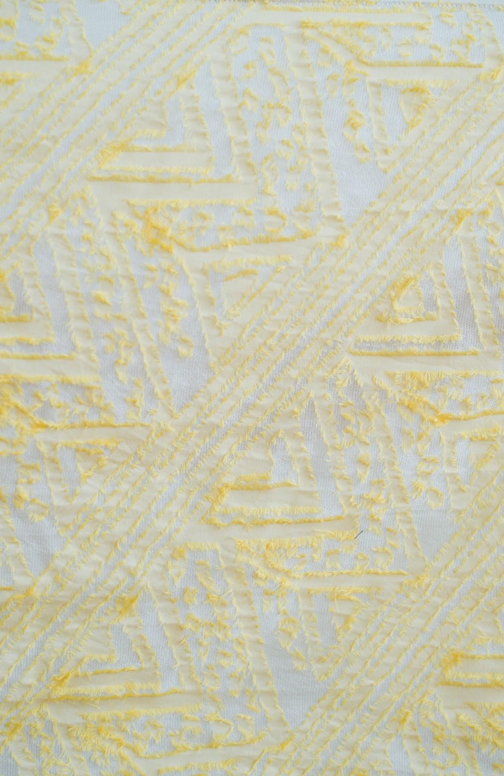 haco! Qualia 幾何学模様のカットジャガードストール <イエロー>の商品写真2