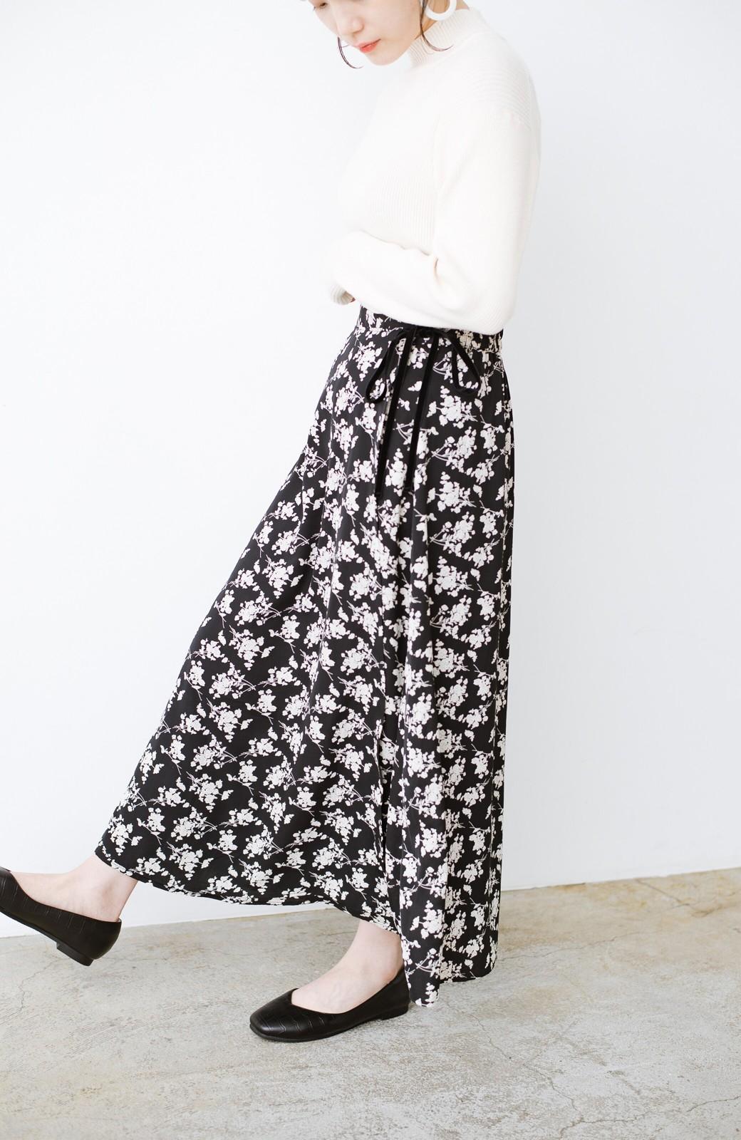 haco! シンプルトップスを合わせるだけで印象アップ間違いなしの花柄ロングフレアースカート <ブラック>の商品写真7
