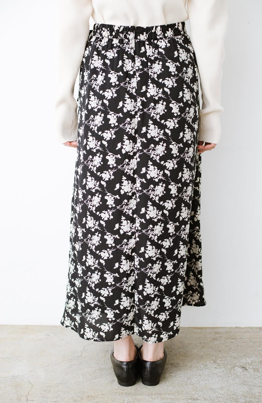 haco! シンプルトップスを合わせるだけで印象アップ間違いなしの花柄ロングフレアースカート <ブラック>の商品写真8