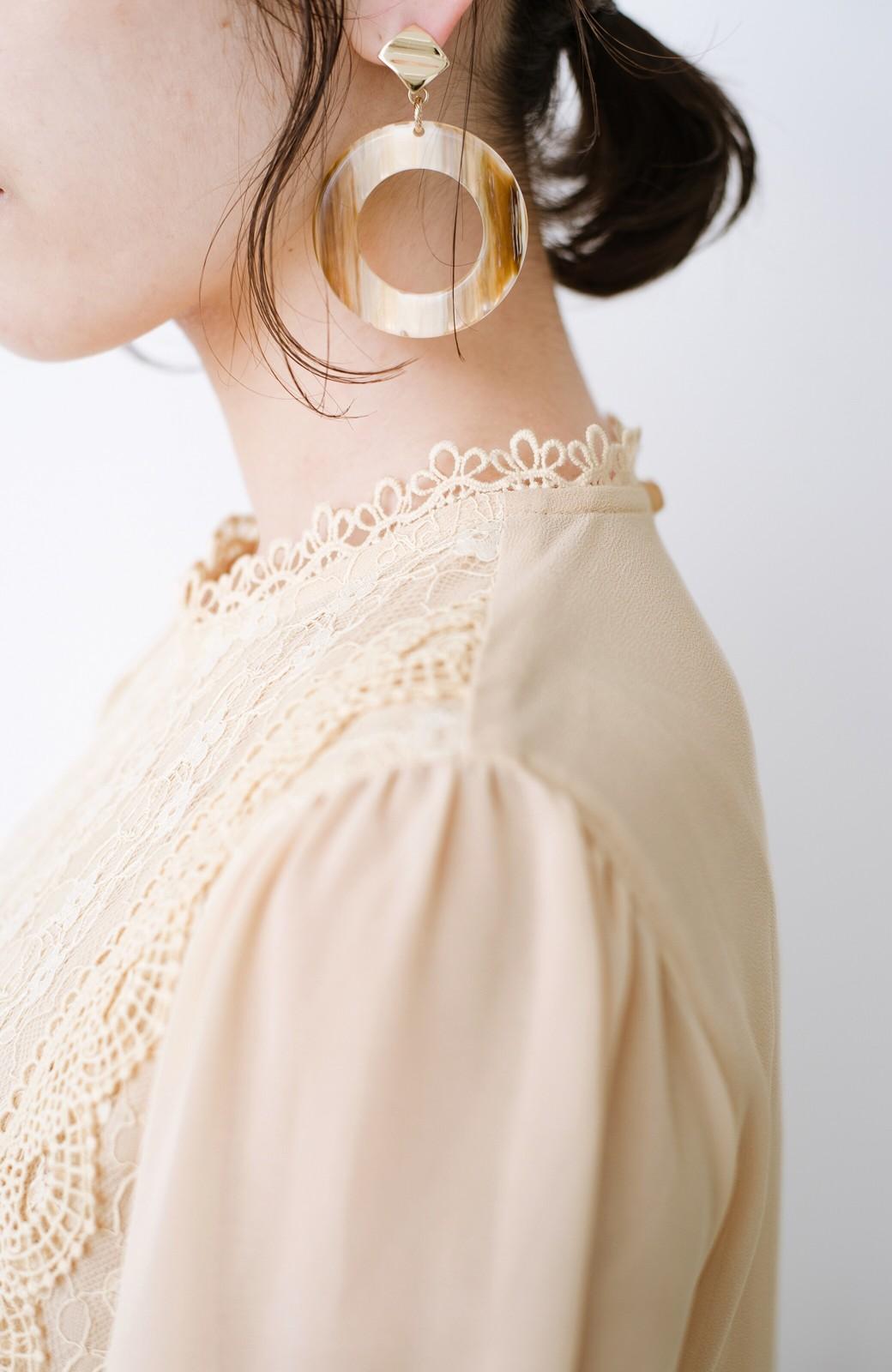 haco! パッと着てキュン!重ねても1枚でもかわいいシフォン&レースブラウス <ピンクベージュ>の商品写真6