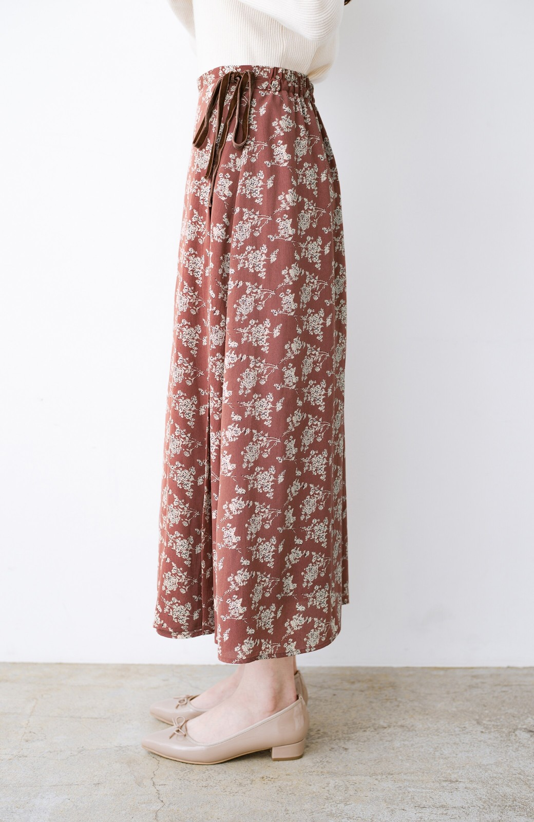 haco! シンプルトップスを合わせるだけで印象アップ間違いなしの花柄ロングフレアースカート <ピンク>の商品写真4