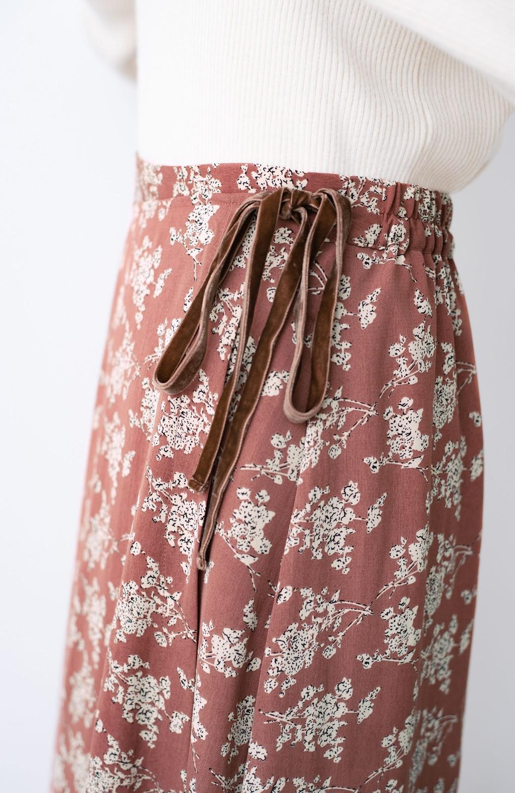 haco! シンプルトップスを合わせるだけで印象アップ間違いなしの花柄ロングフレアースカート <ピンク>の商品写真7