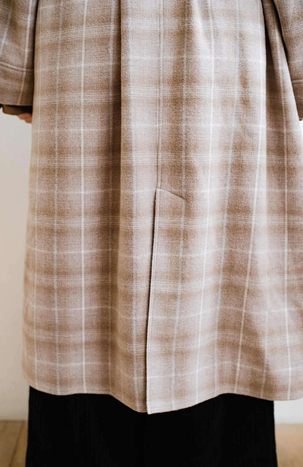 haco! パッと羽織るだけで様になる!カジュアルにも大人っぽくも着られる便利なチェックコート <ベージュ系その他>の商品写真7