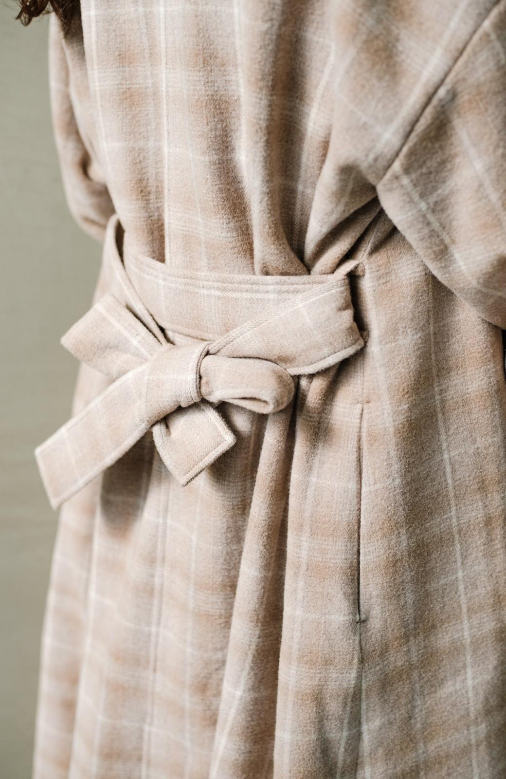 haco! パッと羽織るだけで様になる!カジュアルにも大人っぽくも着られる便利なチェックコート <ベージュ系その他>の商品写真8