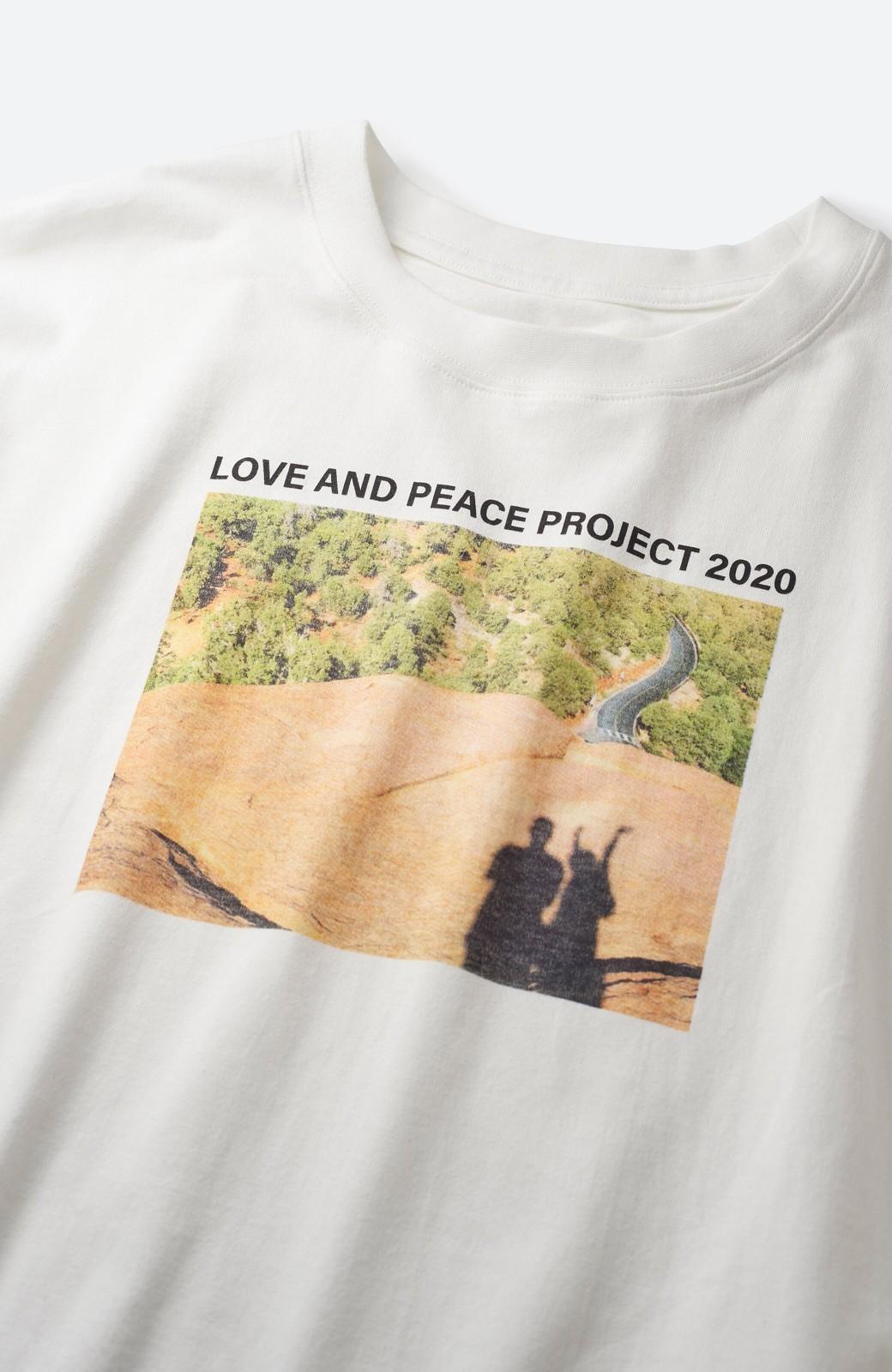 haco! 【高橋愛さんコラボ】フォトプリントのユニセックスロングTシャツ by LOVE&PEACE PROJECT + PBP  <ホワイト>の商品写真6
