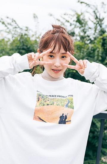 haco! 【高橋愛さんコラボ】フォトプリントのユニセックスロングTシャツ by LOVE&PEACE PROJECT + PBP  <ホワイト>の商品写真