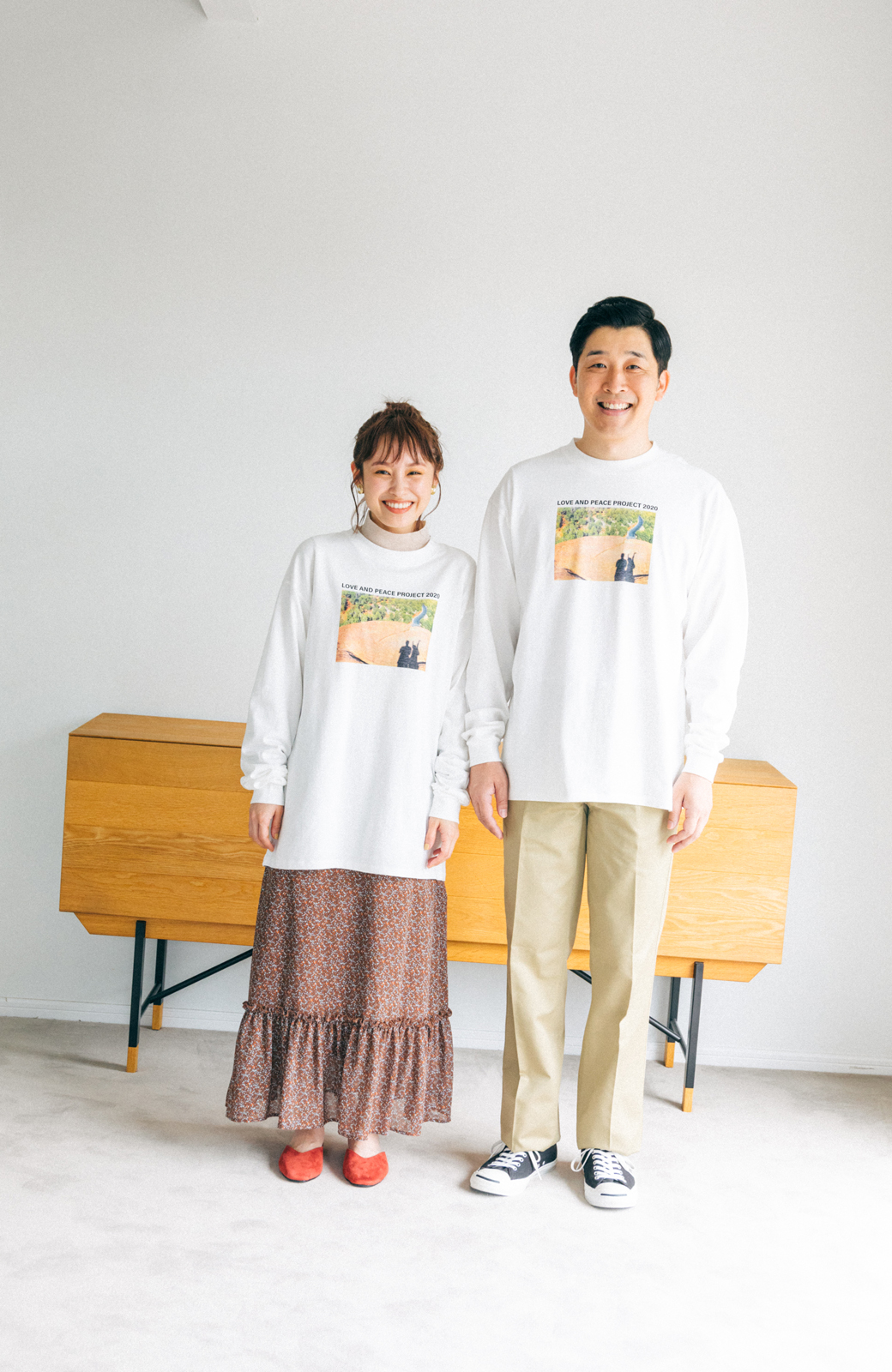 haco! 【高橋愛さんコラボ】フォトプリントのユニセックスロングTシャツ by LOVE&PEACE PROJECT + PBP  <ホワイト>の商品写真7