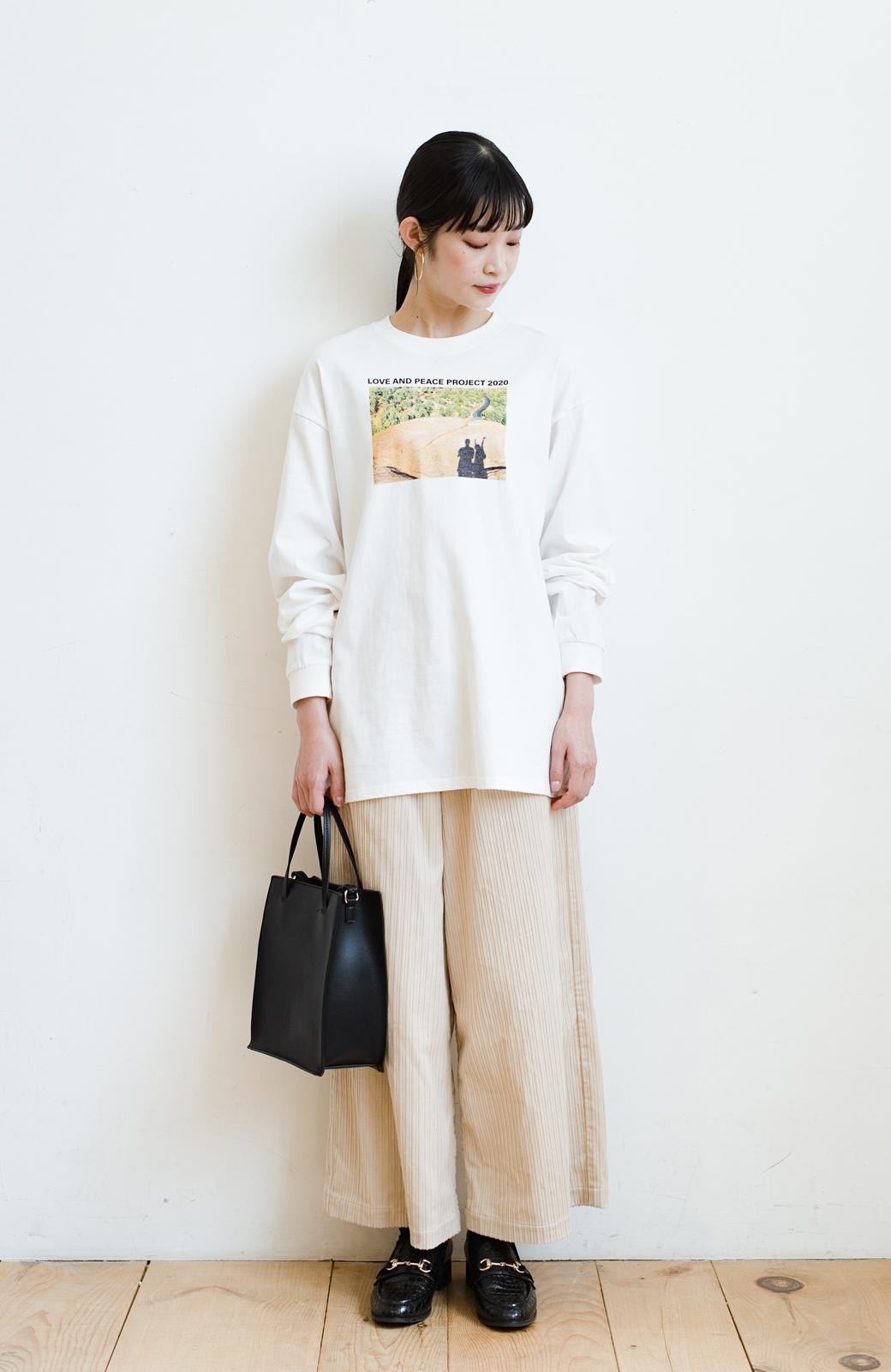 haco! 【高橋愛さんコラボ】フォトプリントのユニセックスロングTシャツ by LOVE&PEACE PROJECT + PBP  <ホワイト>の商品写真23