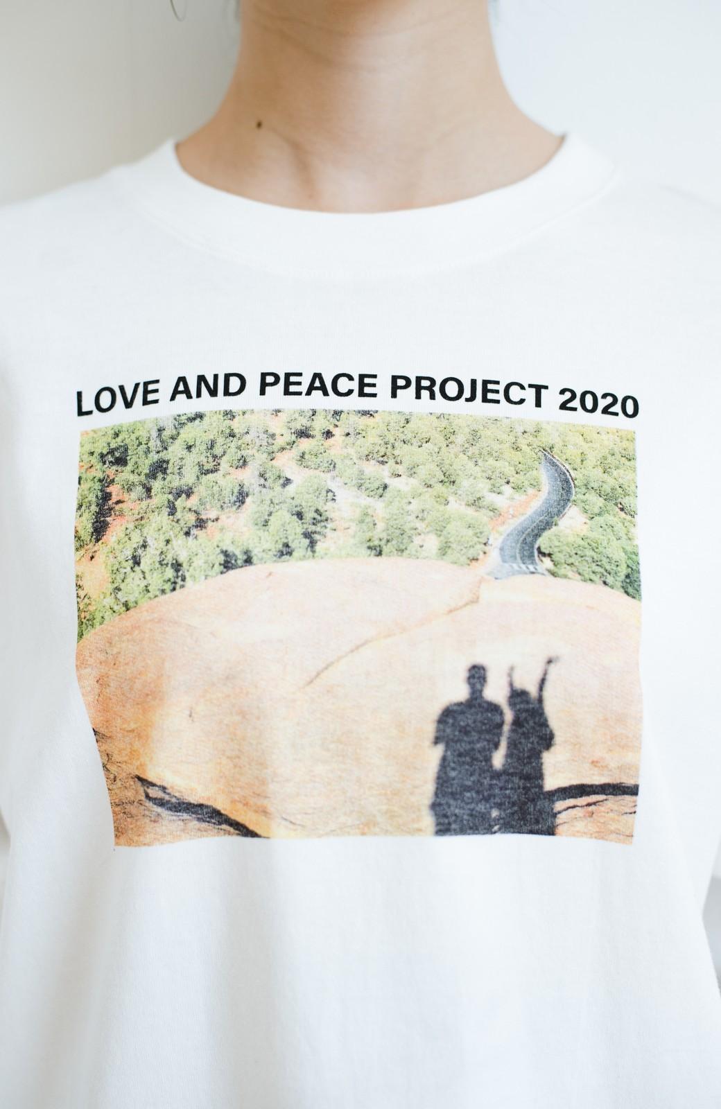 haco! 【高橋愛さんコラボ】フォトプリントのユニセックスロングTシャツ by LOVE&PEACE PROJECT + PBP  <ホワイト>の商品写真15