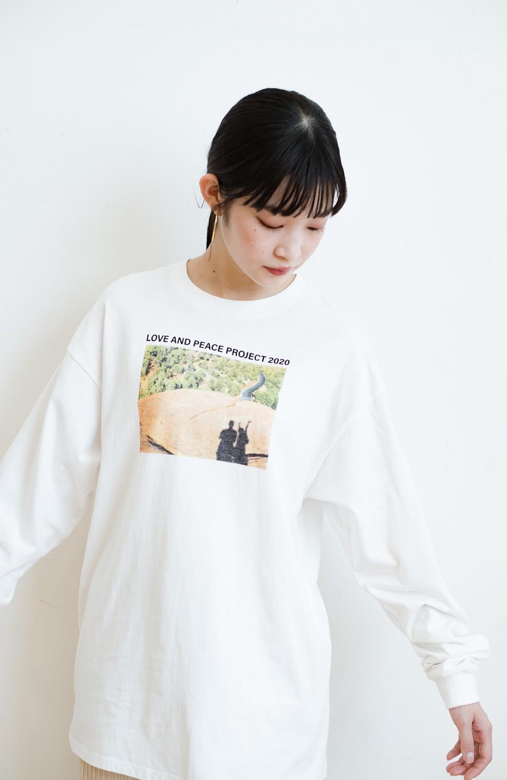haco! 【高橋愛さんコラボ】フォトプリントのユニセックスロングTシャツ by LOVE&PEACE PROJECT + PBP  <ホワイト>の商品写真28