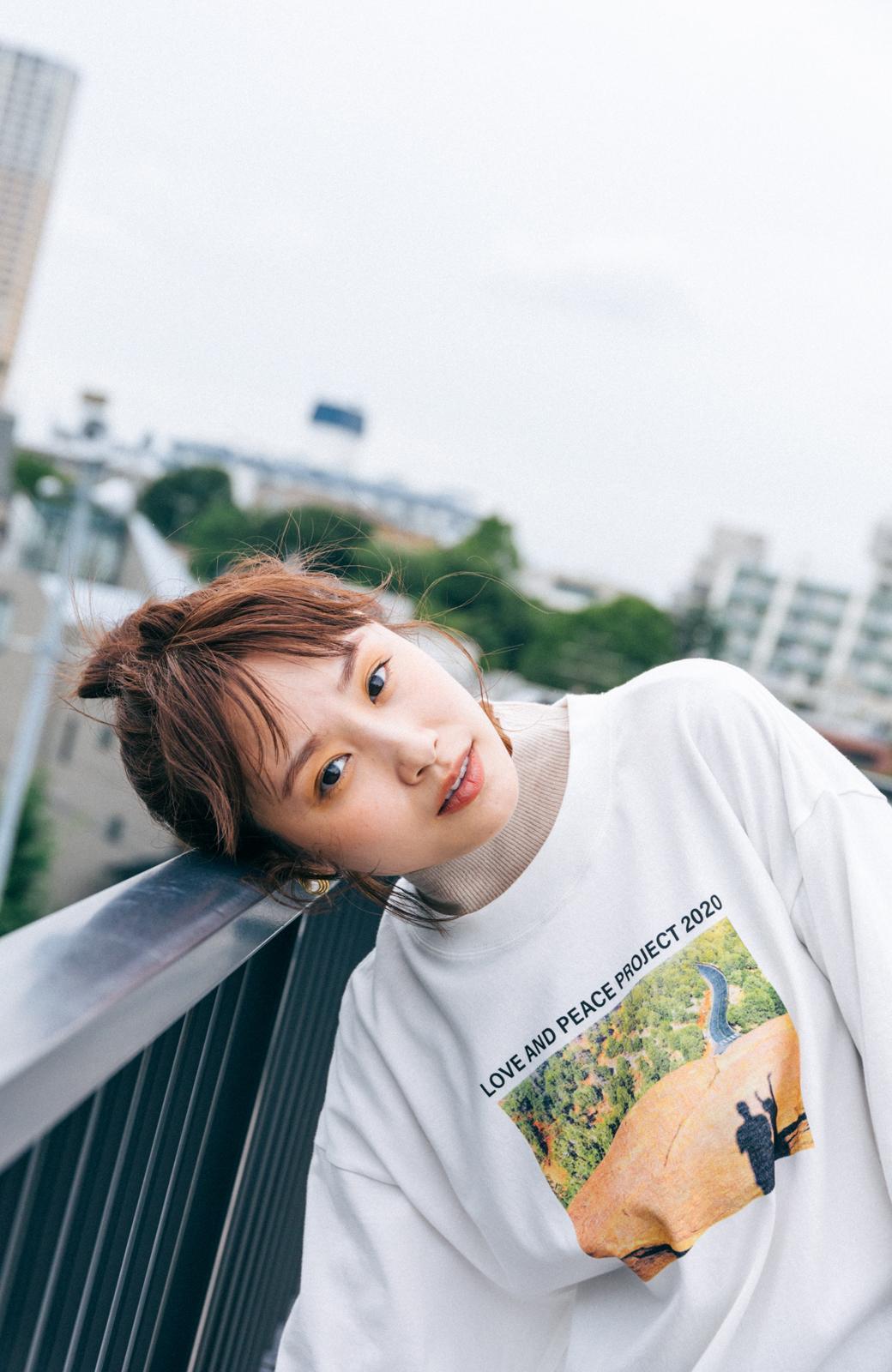 haco! 【高橋愛さんコラボ】フォトプリントのユニセックスロングTシャツ by LOVE&PEACE PROJECT + PBP  <ホワイト>の商品写真5