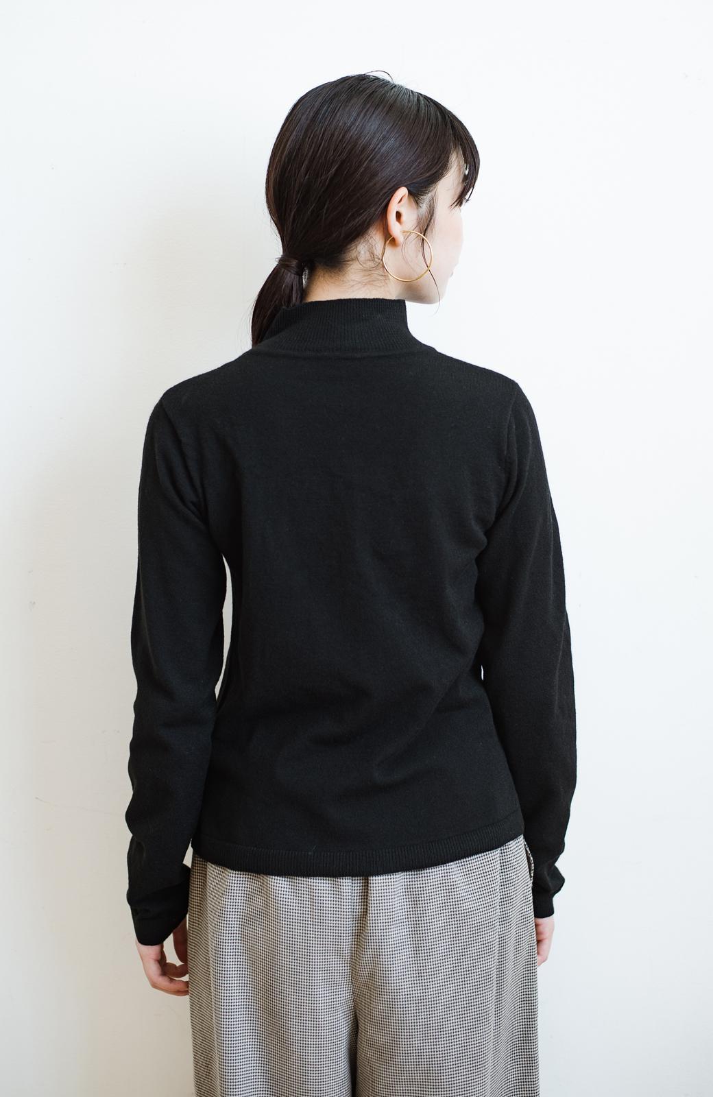 haco! 【高橋愛さんコラボ】本当に使えるニットを吟味! 重ね着に便利な刺繍入りハイネック&クルーネックニットトップス2枚セット by LOVE&PEACE PROJECT <ブラック・ボルドー>の商品写真23