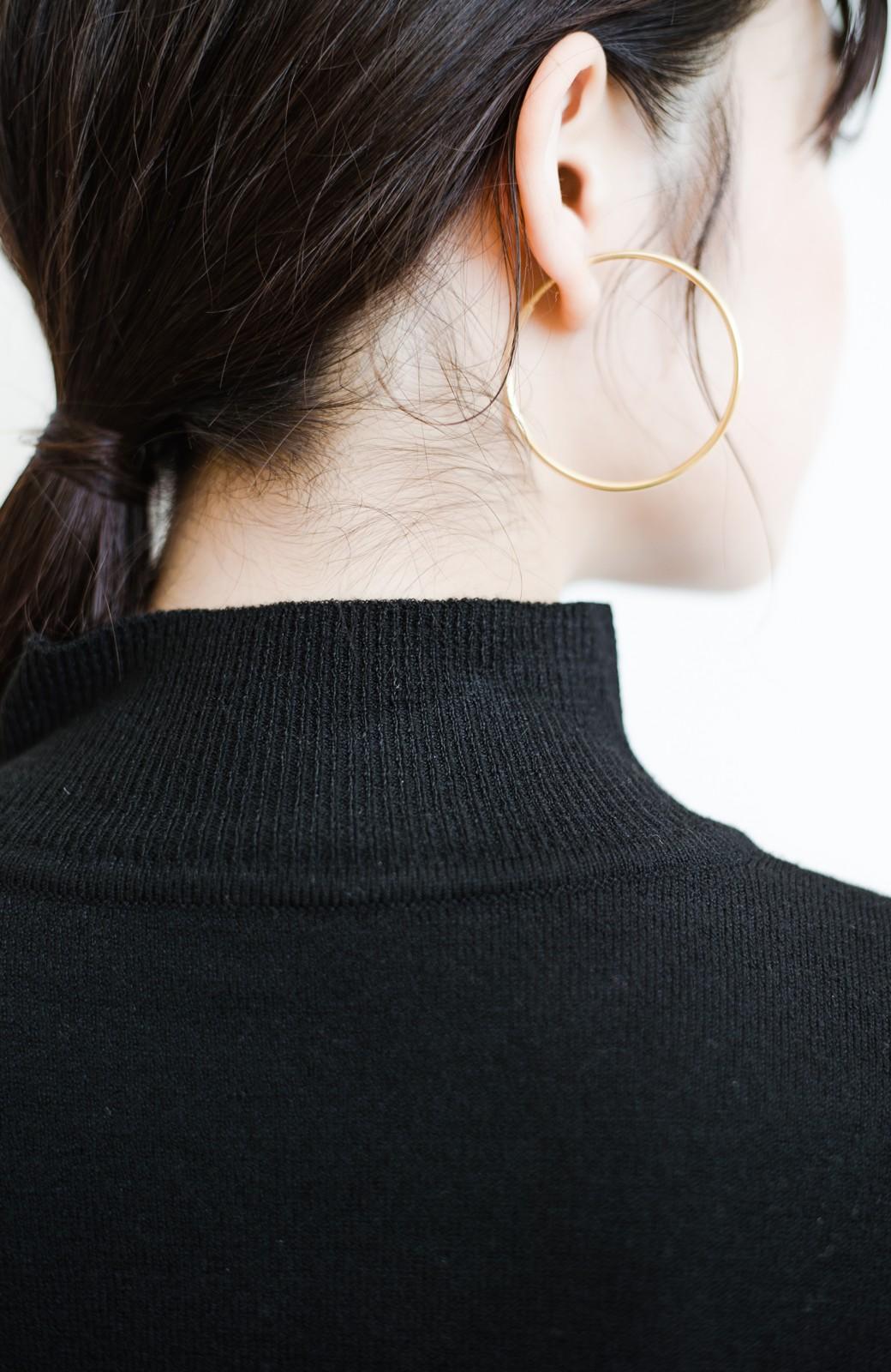 haco! 【高橋愛さんコラボ】本当に使えるニットを吟味! 重ね着に便利な刺繍入りハイネック&クルーネックニットトップス2枚セット by LOVE&PEACE PROJECT <ブラック・ボルドー>の商品写真24