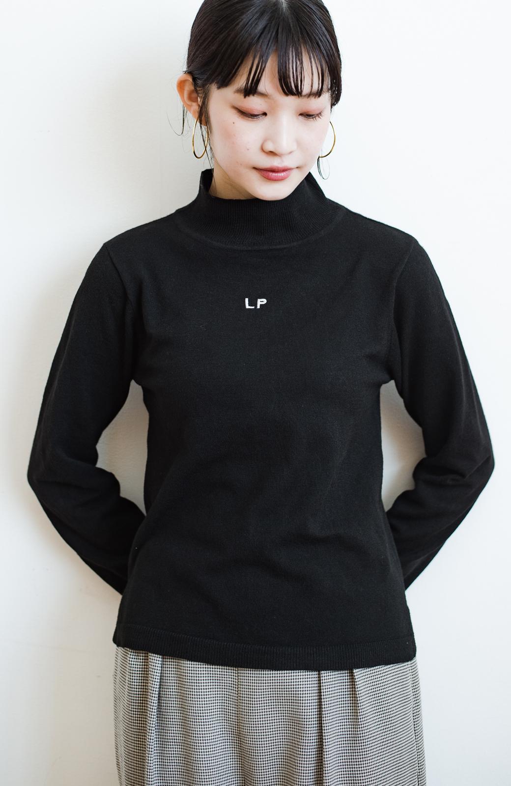 haco! 【高橋愛さんコラボ】本当に使えるニットを吟味! 重ね着に便利な刺繍入りハイネック&クルーネックニットトップス2枚セット by LOVE&PEACE PROJECT <ブラック・ボルドー>の商品写真25