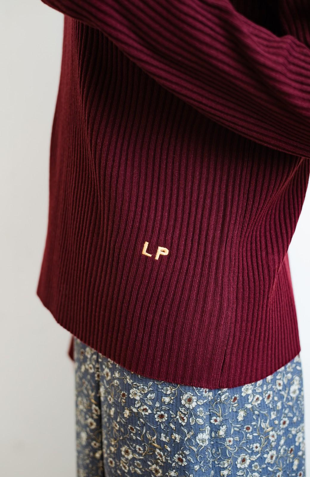 haco! 【高橋愛さんコラボ】本当に使えるニットを吟味! 重ね着に便利な刺繍入りハイネック&クルーネックニットトップス2枚セット by LOVE&PEACE PROJECT <ブラック・ボルドー>の商品写真28