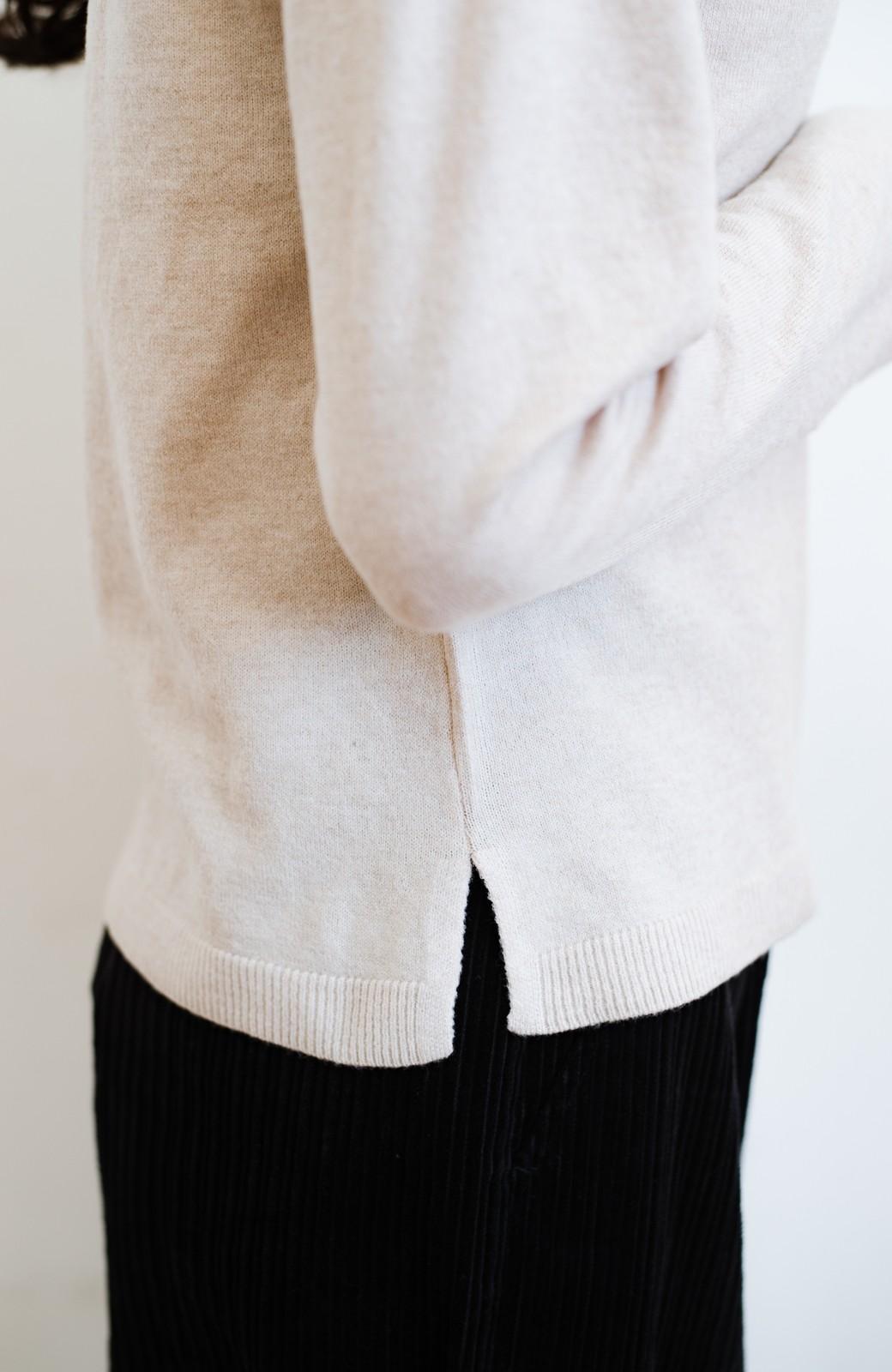 haco! 【高橋愛さんコラボ】本当に使えるニットを吟味! 重ね着に便利な刺繍入りハイネック&クルーネックニットトップス2枚セット by LOVE&PEACE PROJECT <ベージュ・ブラック>の商品写真26