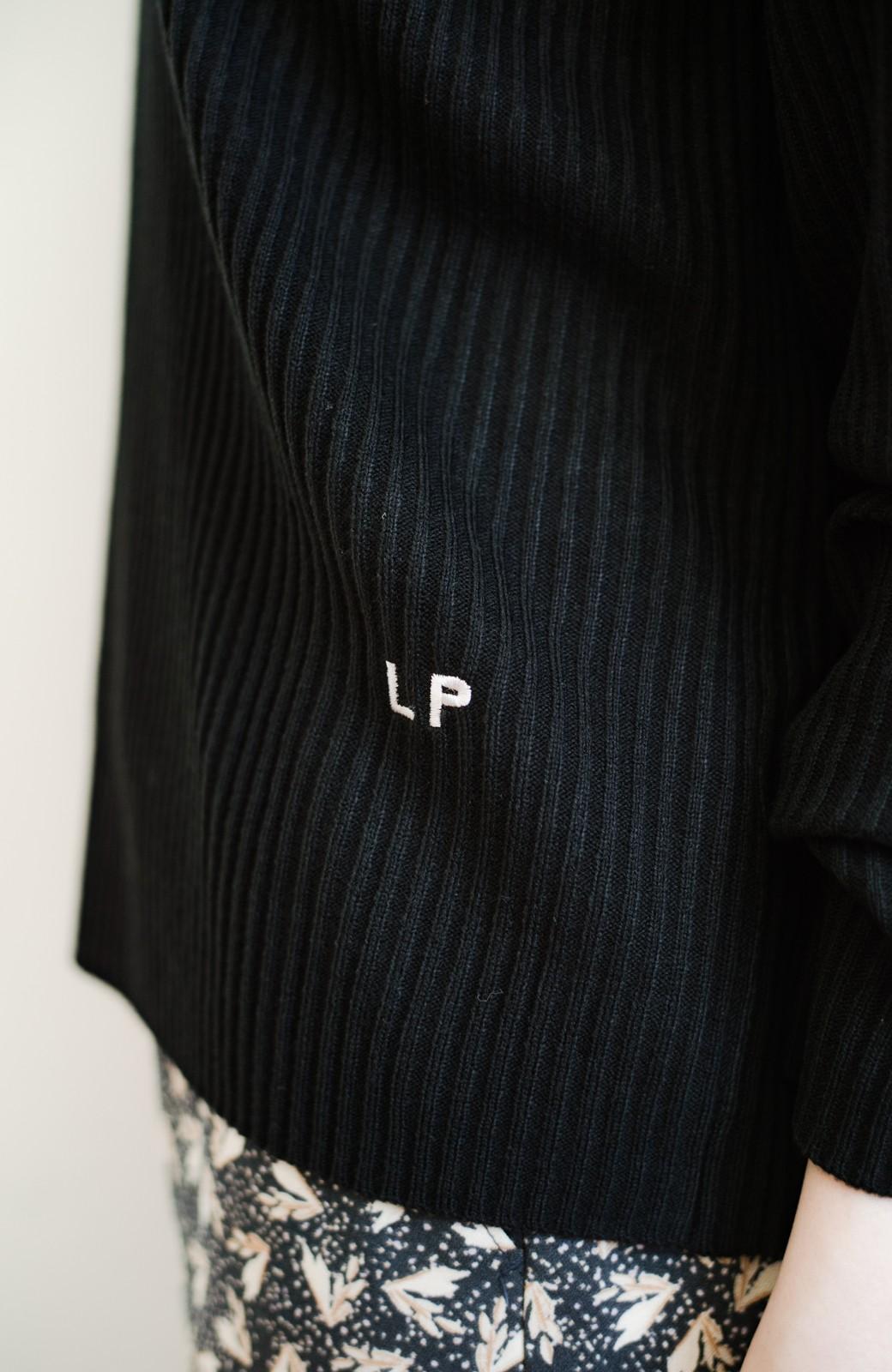 haco! 【高橋愛さんコラボ】本当に使えるニットを吟味! 重ね着に便利な刺繍入りハイネック&クルーネックニットトップス2枚セット by LOVE&PEACE PROJECT <ベージュ・ブラック>の商品写真28