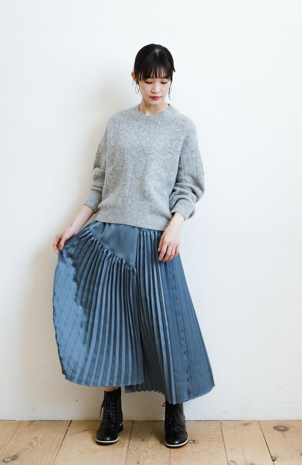 haco! 【スザンヌさんコラボ】スウェットもTシャツも着映えさせる!ラップデザイン風アシンメトリーサテンプリーツスカート by LOVE&PEACE PROJECT <ブルー>の商品写真2