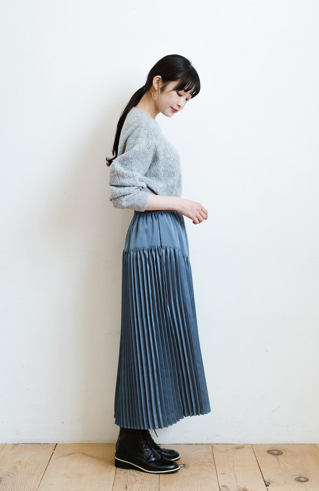 haco! 【スザンヌさんコラボ】スウェットもTシャツも着映えさせる!ラップデザイン風アシンメトリーサテンプリーツスカート by LOVE&PEACE PROJECT <ブルー>の商品写真11