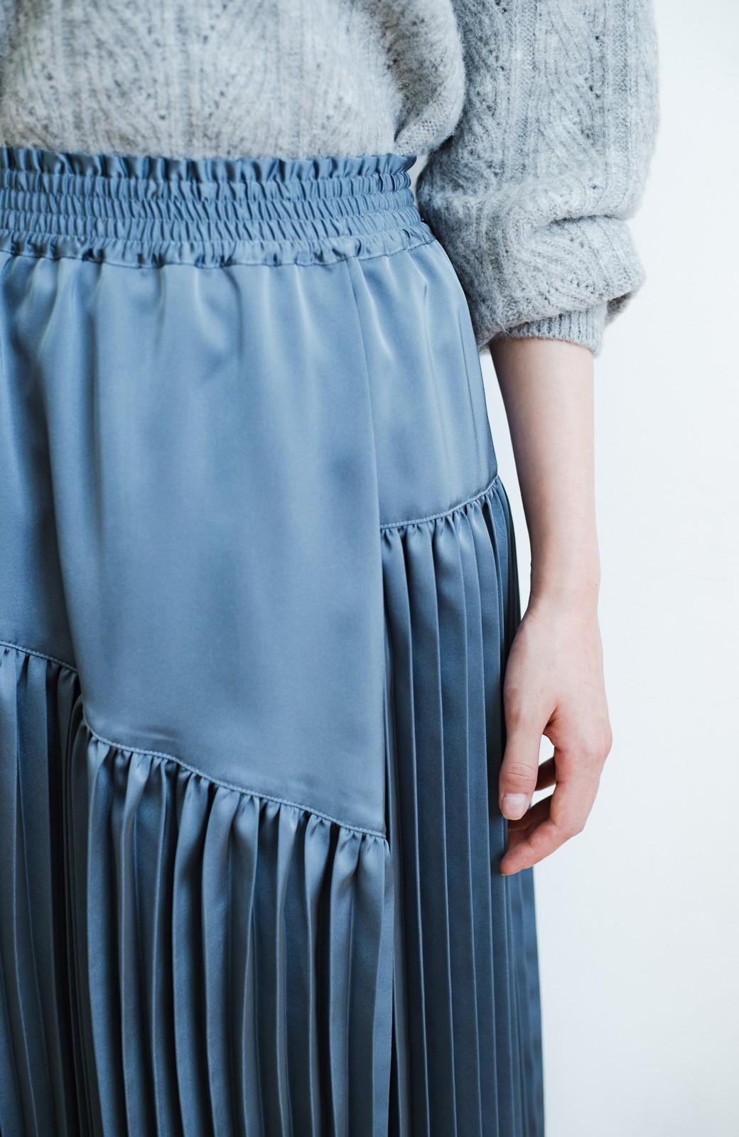 haco! 【スザンヌさんコラボ】スウェットもTシャツも着映えさせる!ラップデザイン風アシンメトリーサテンプリーツスカート by LOVE&PEACE PROJECT <ブルー>の商品写真13