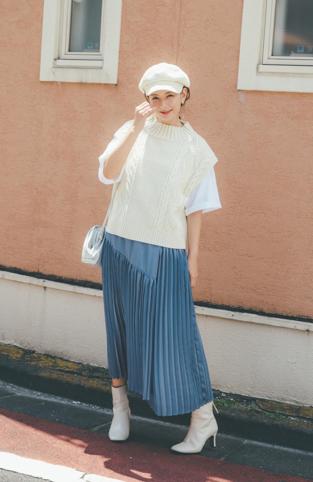 haco! 【スザンヌさんコラボ】スウェットもTシャツも着映えさせる!ラップデザイン風アシンメトリーサテンプリーツスカート by LOVE&PEACE PROJECT <ブルー>の商品写真5