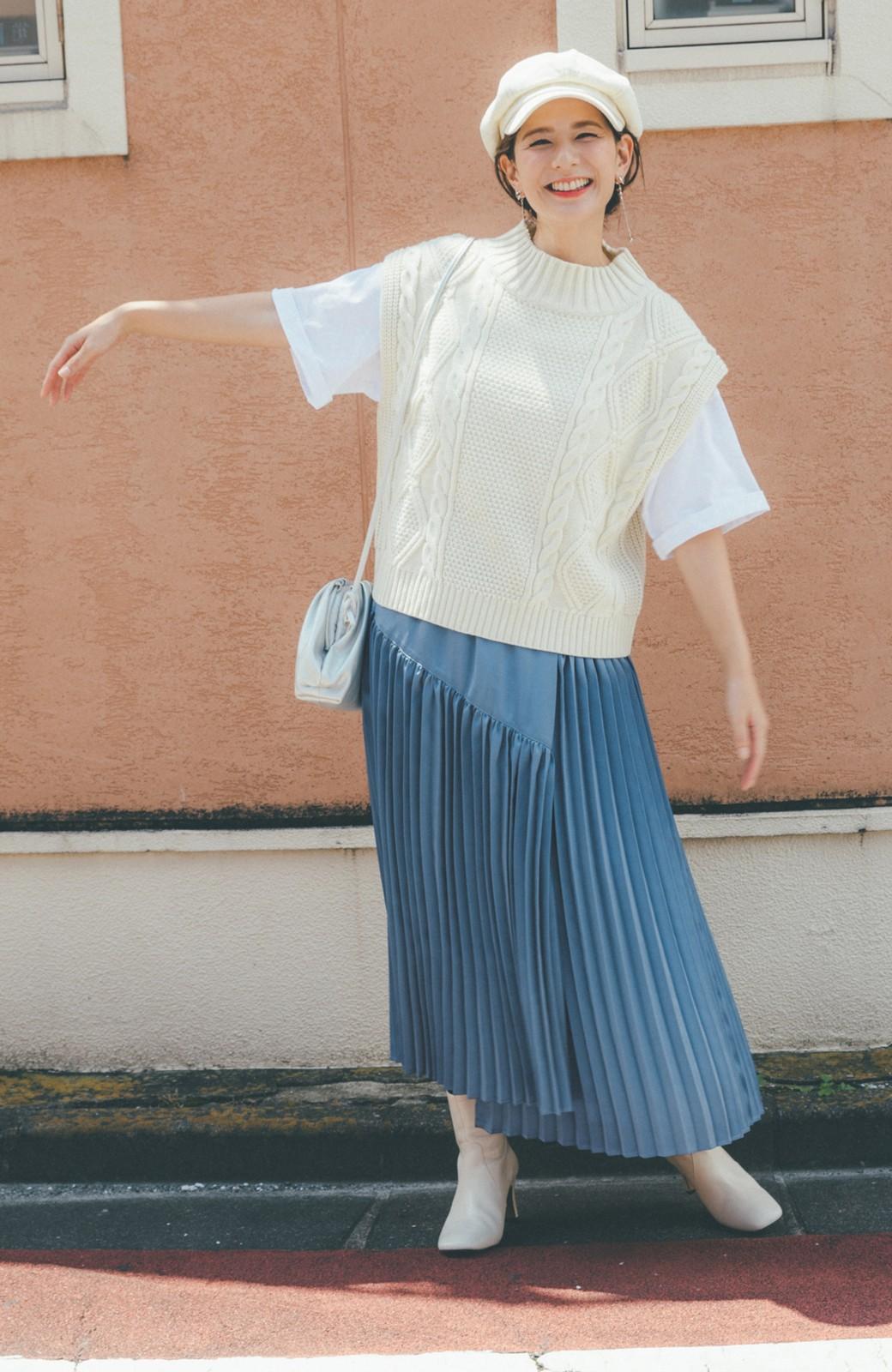 haco! 【スザンヌさんコラボ】スウェットもTシャツも着映えさせる!ラップデザイン風アシンメトリーサテンプリーツスカート by LOVE&PEACE PROJECT <ブルー>の商品写真4