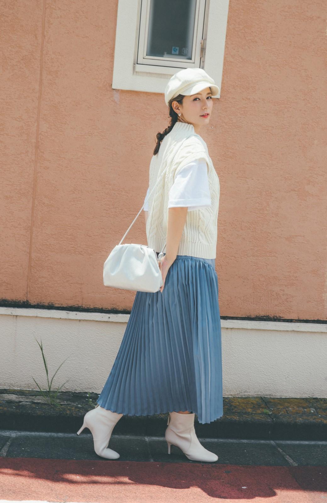 haco! 【スザンヌさんコラボ】スウェットもTシャツも着映えさせる!ラップデザイン風アシンメトリーサテンプリーツスカート by LOVE&PEACE PROJECT <ブルー>の商品写真7